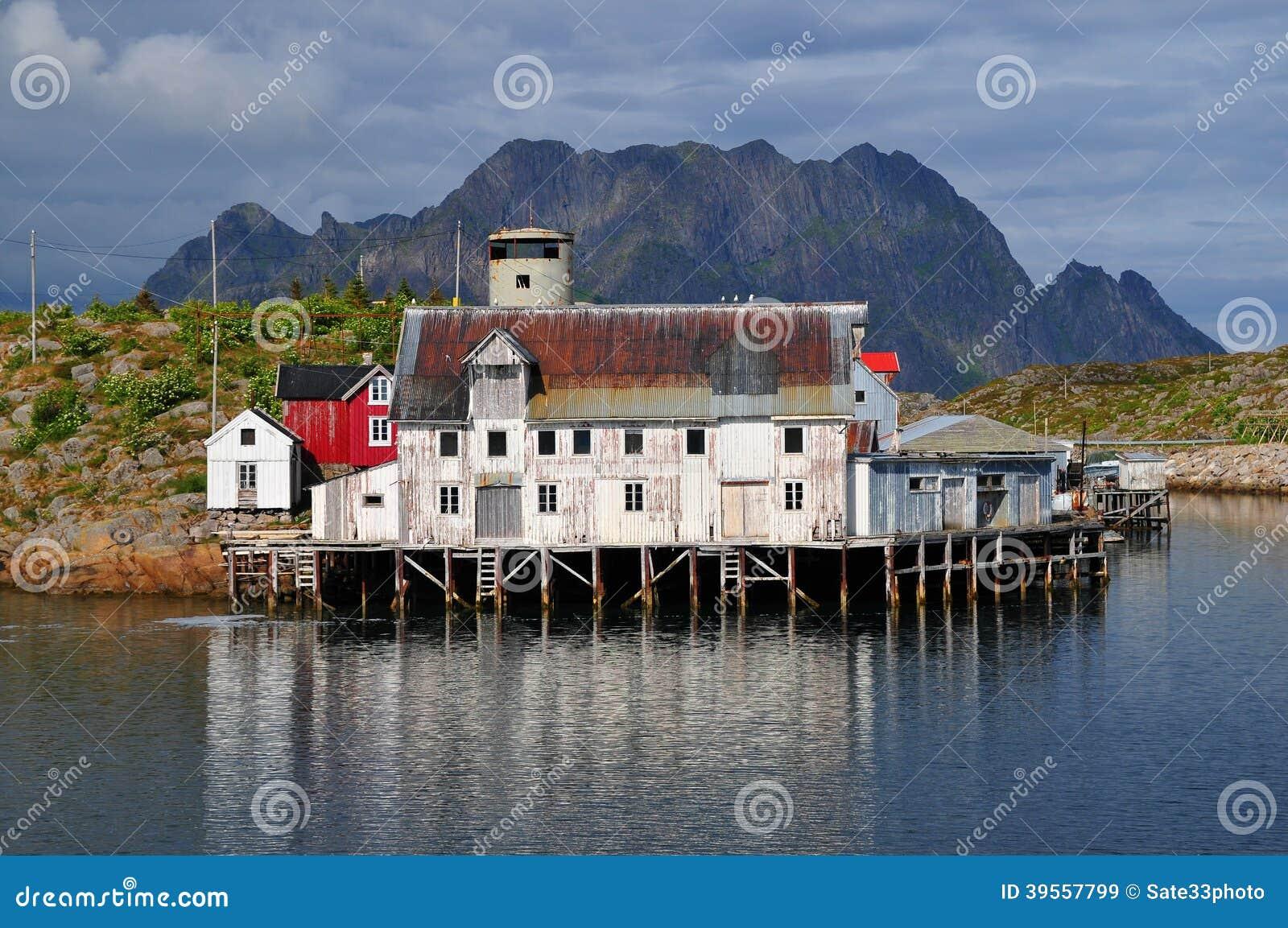 Gammalt hus i det Norge landskapet
