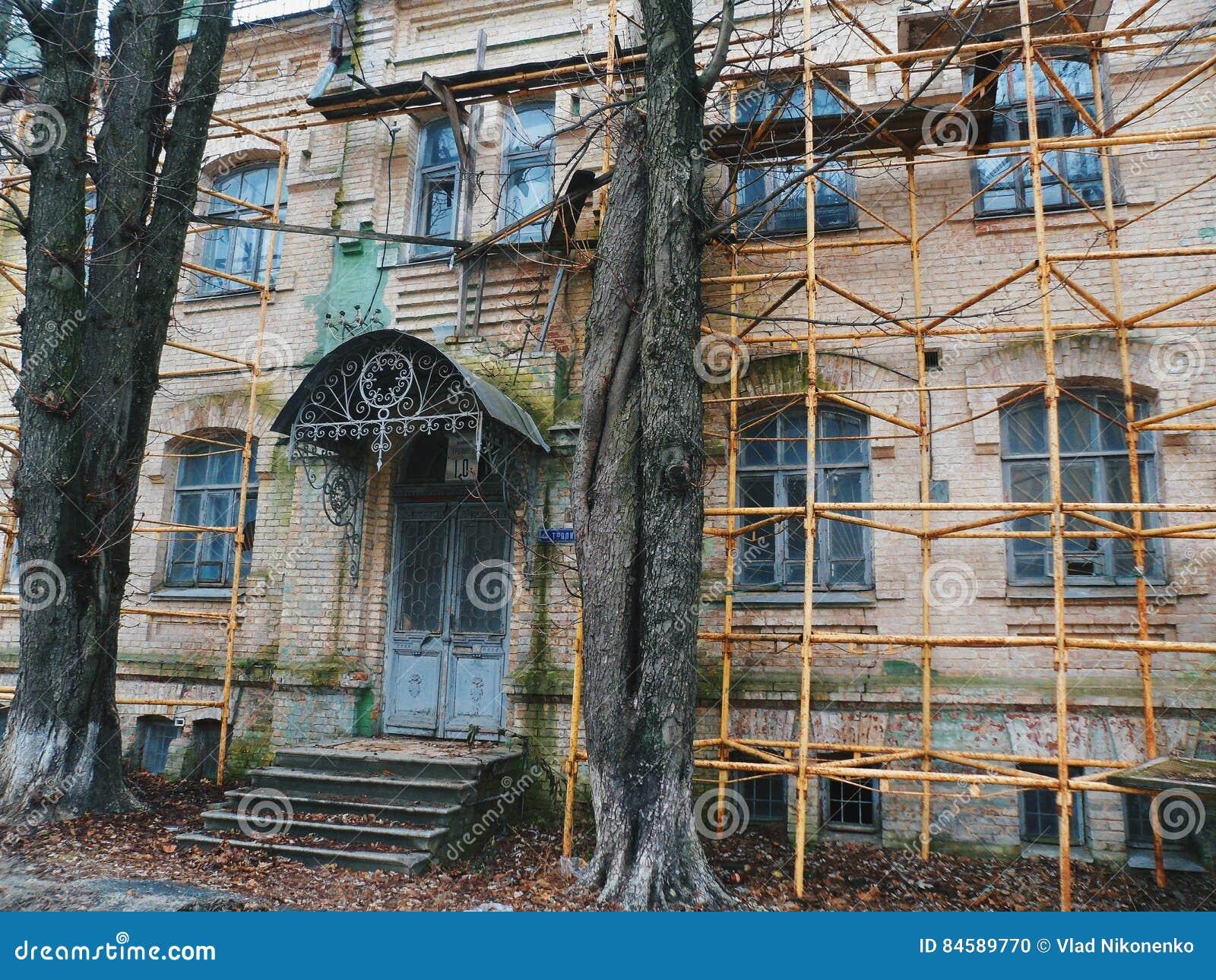 Gammalt Hus Under Renovering, Kiev Redaktionell Foto - Bild: 84589770