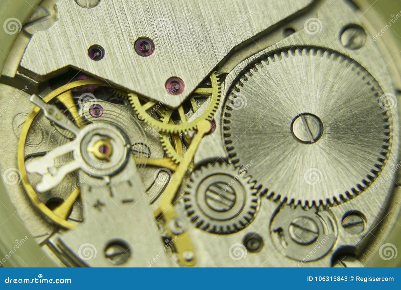 Gammalt mekaniskt klockamekanismslut upp