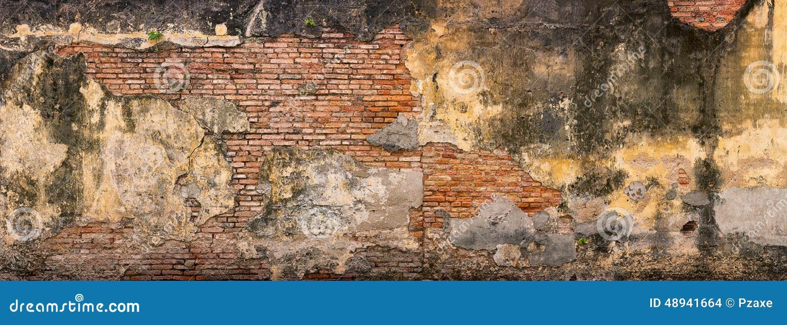 Gammalt och att smula, tegelstenvägg i Georgetown, Penang, Malaysia