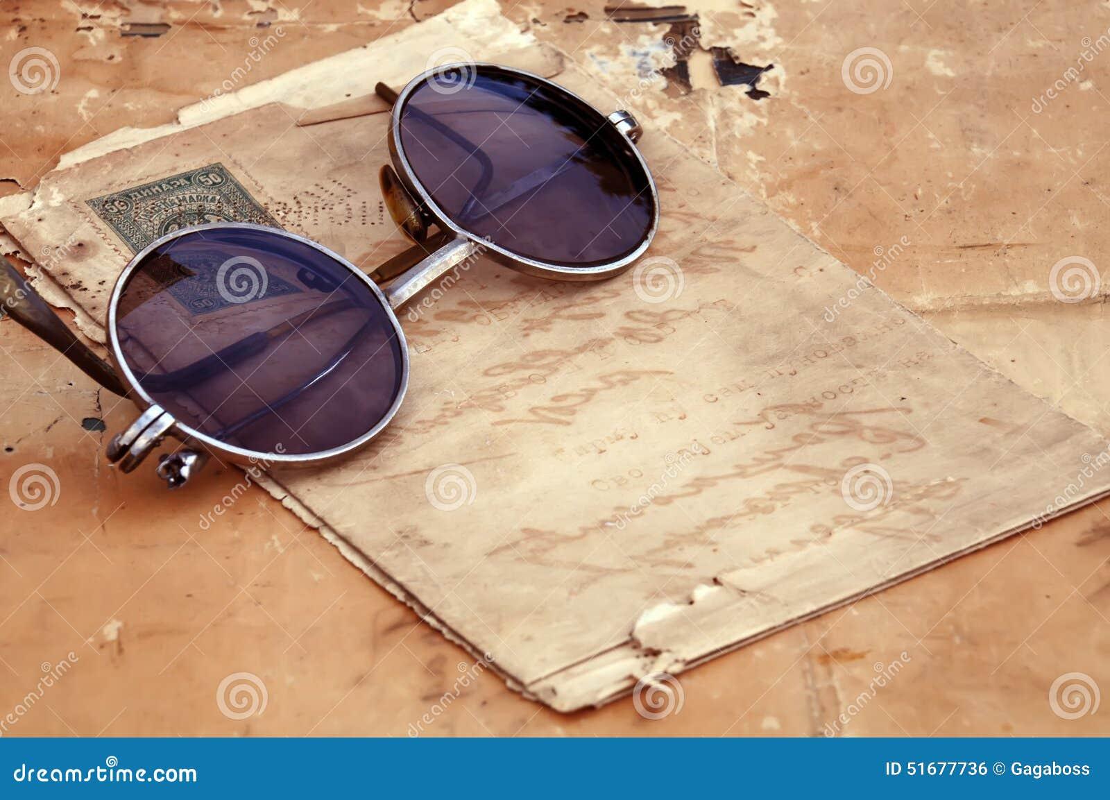 Gammalt papper och gamla exponeringsglas