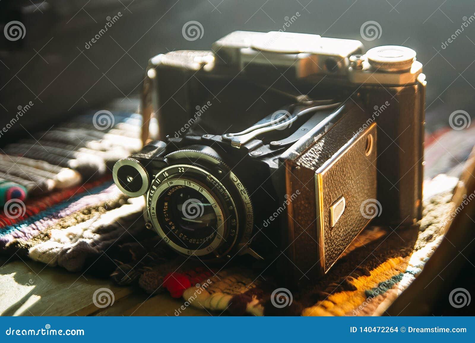 Gammalt retro för kamera för livstid tappning fortfarande för prydnadpapper för bakgrund geometrisk gammal tappning