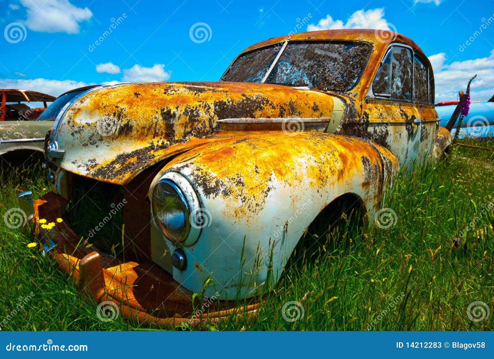 Gammalt rostigt för bil