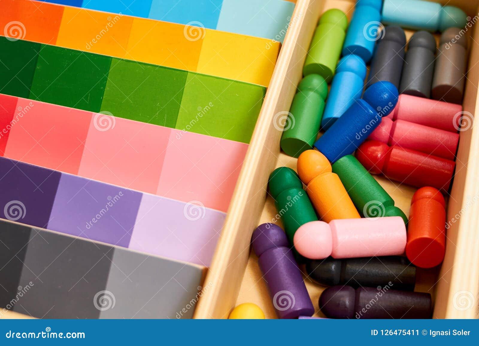 Gamme en bois de couleur de Montessori