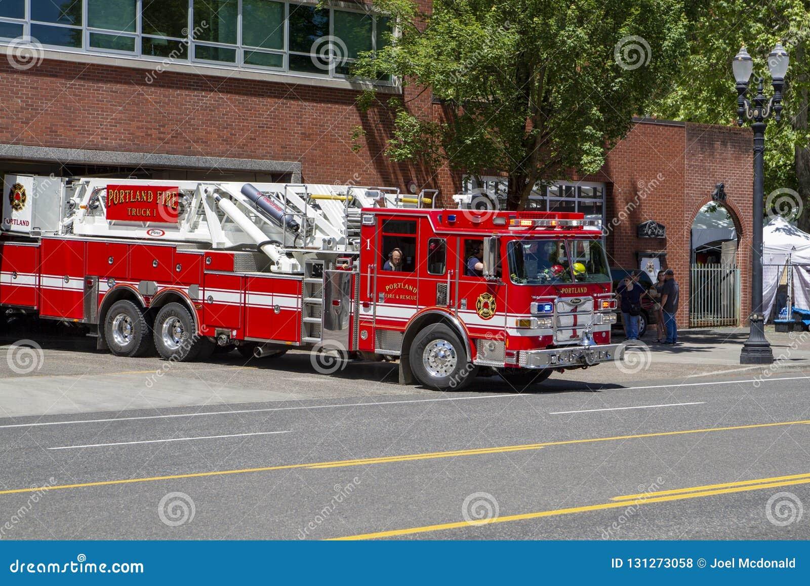 Gancho do departamento dos bombeiros & carro de bombeiros da escada