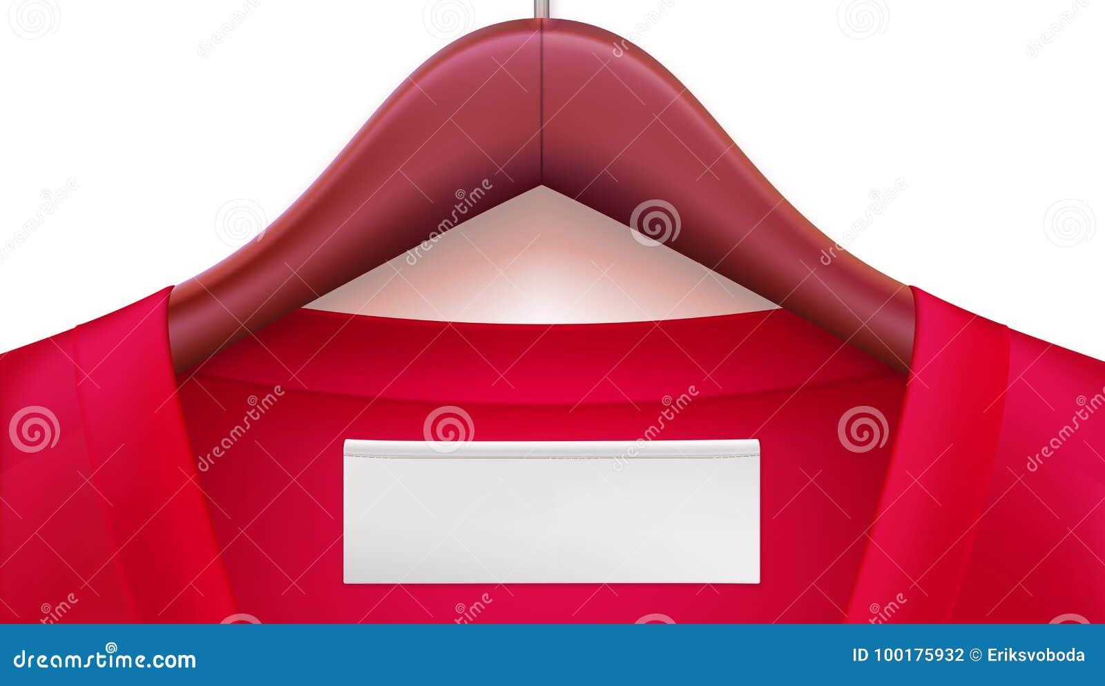 Ganchos de roupa de madeira com roupa vermelha e Empty tag no colar Molde para anunciar das vendas ou novo horizontal