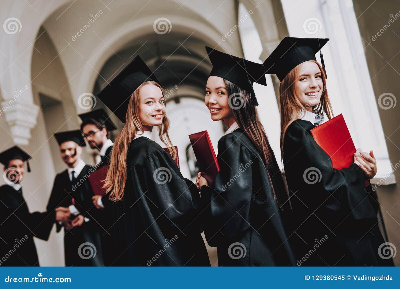Gang universiteit meisjes robes universiteit