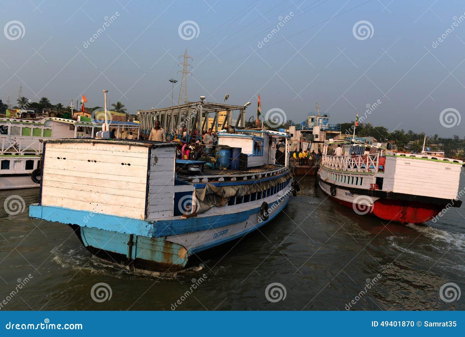 Download Gangasagar-Transport redaktionelles bild. Bild von asien - 49401870