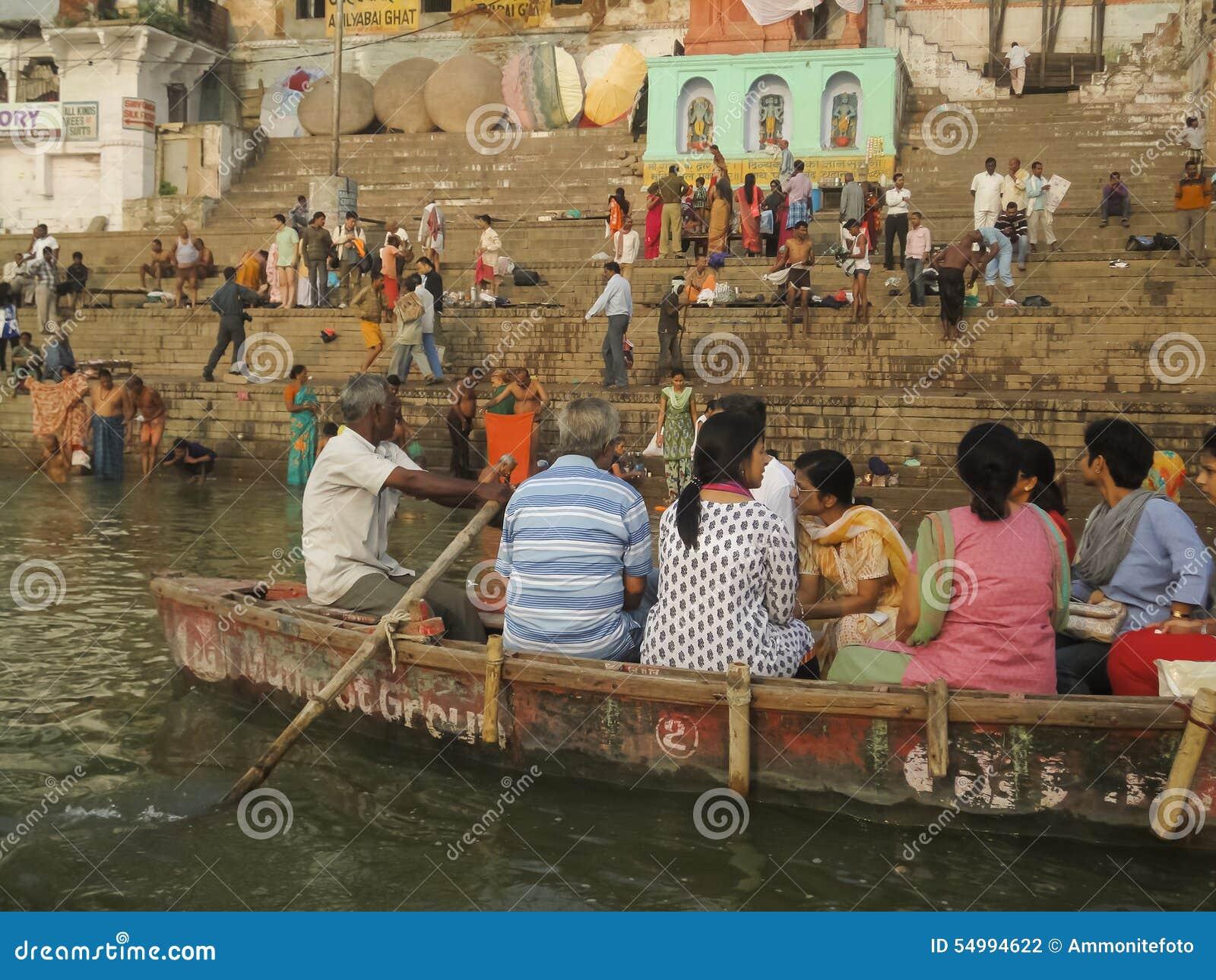 Ganges heligt bad i Varanasi