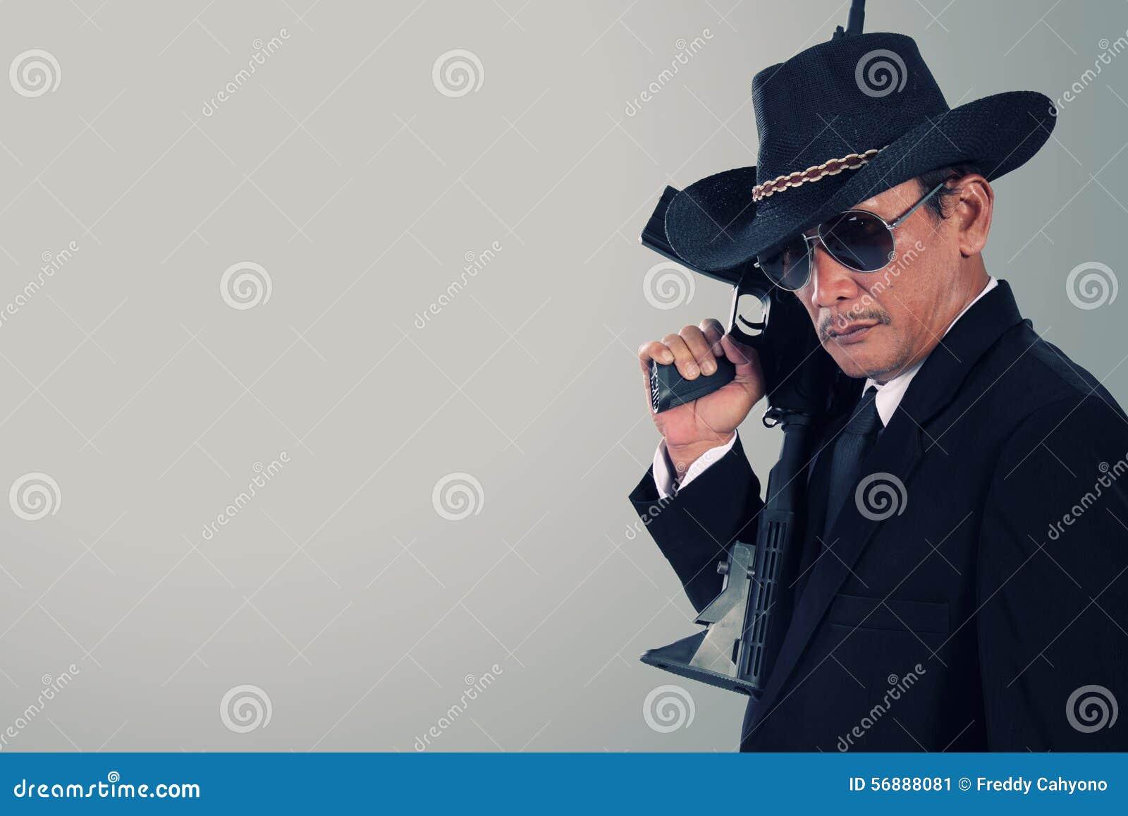 Gangster anziano con copyspace