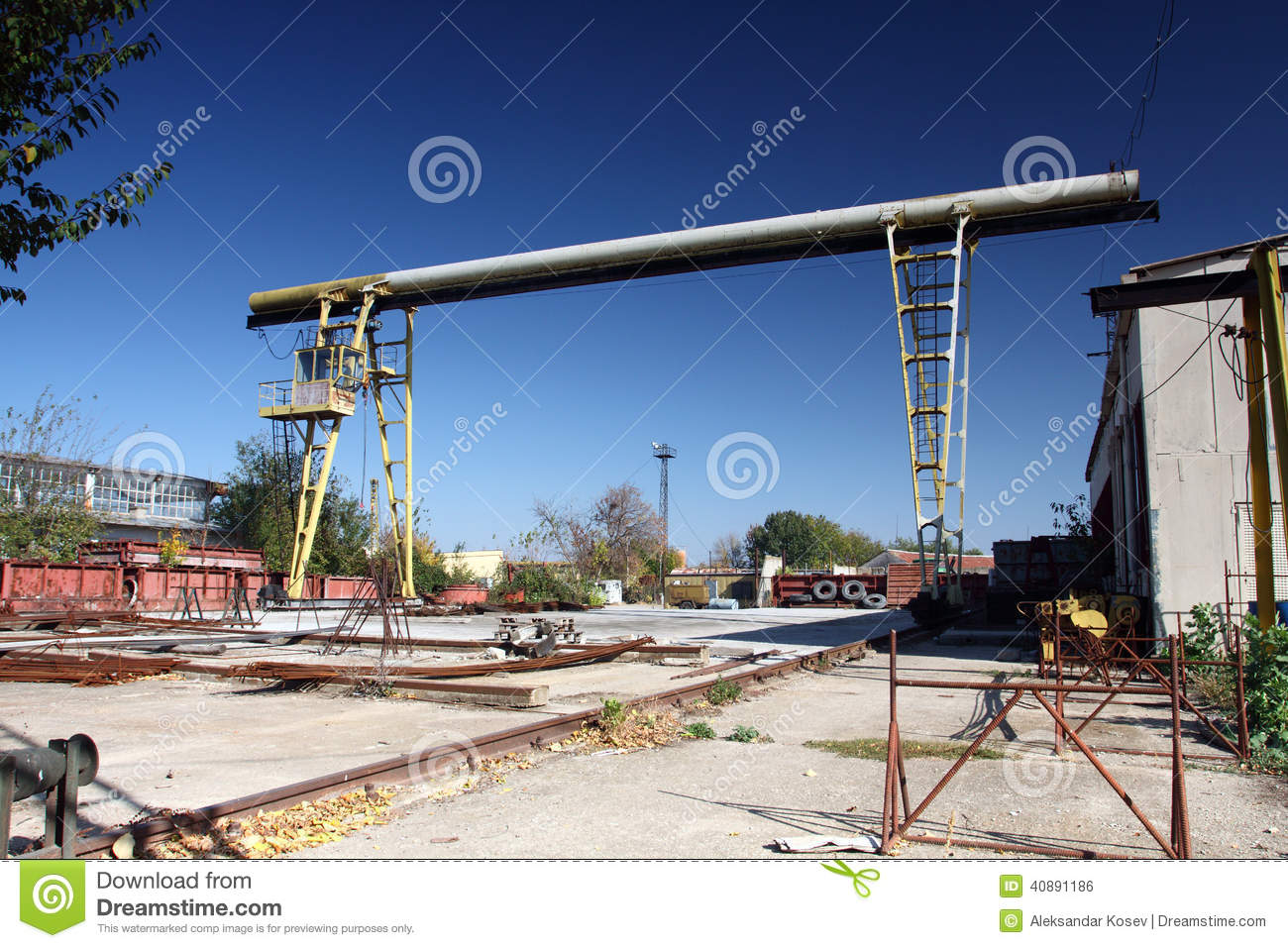 Yard Boss Industrial Cranes : Gantry crane stock photo image