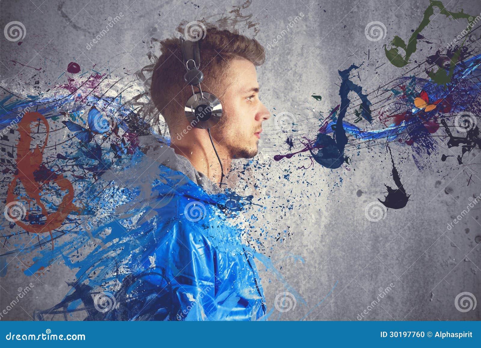 Garçon écoutant la musique