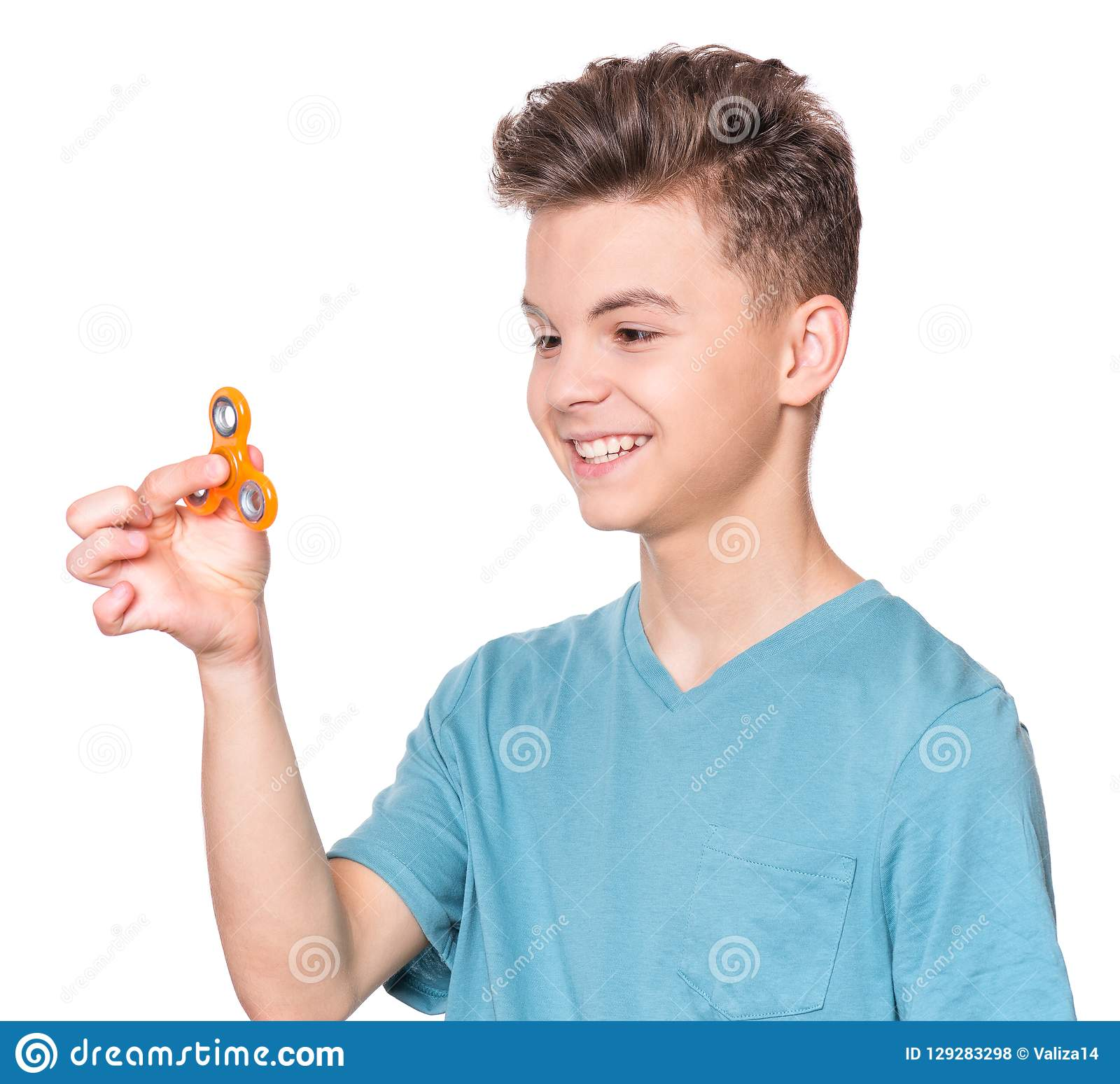 Garçon de l adolescence avec le fileur