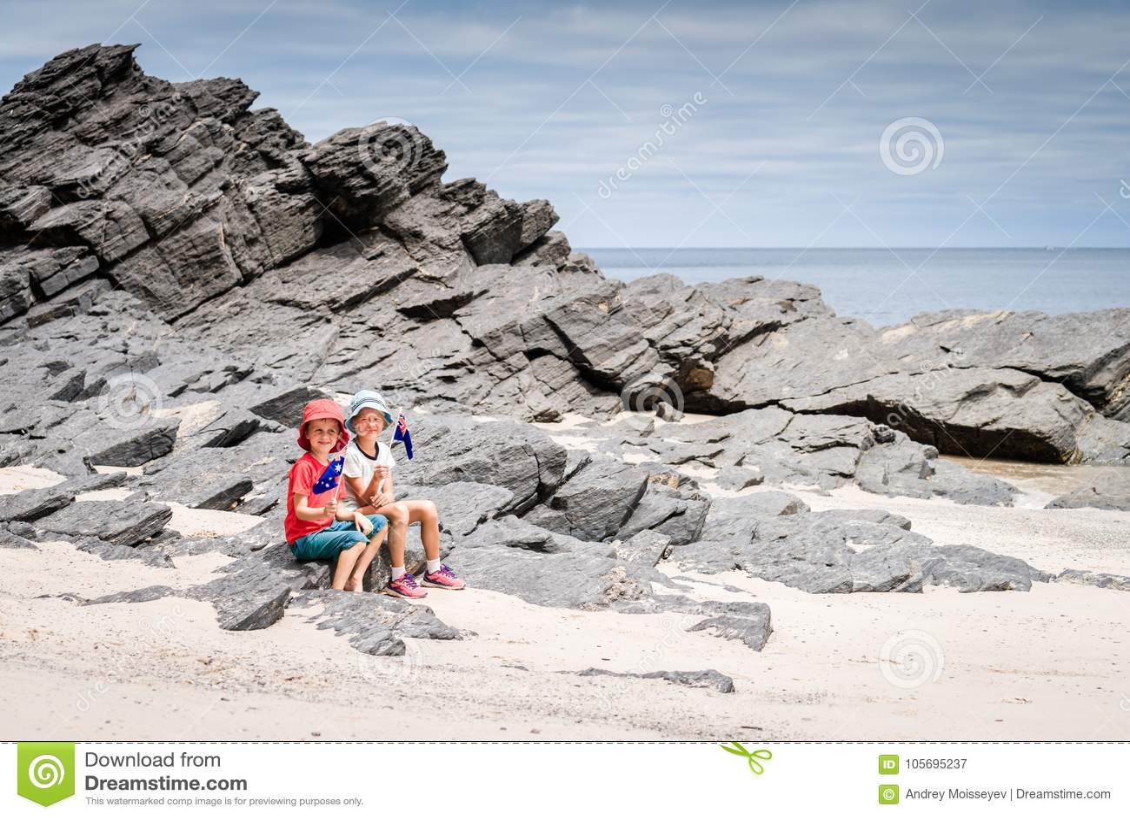Garçon et fille avec le drapeau de l Australie