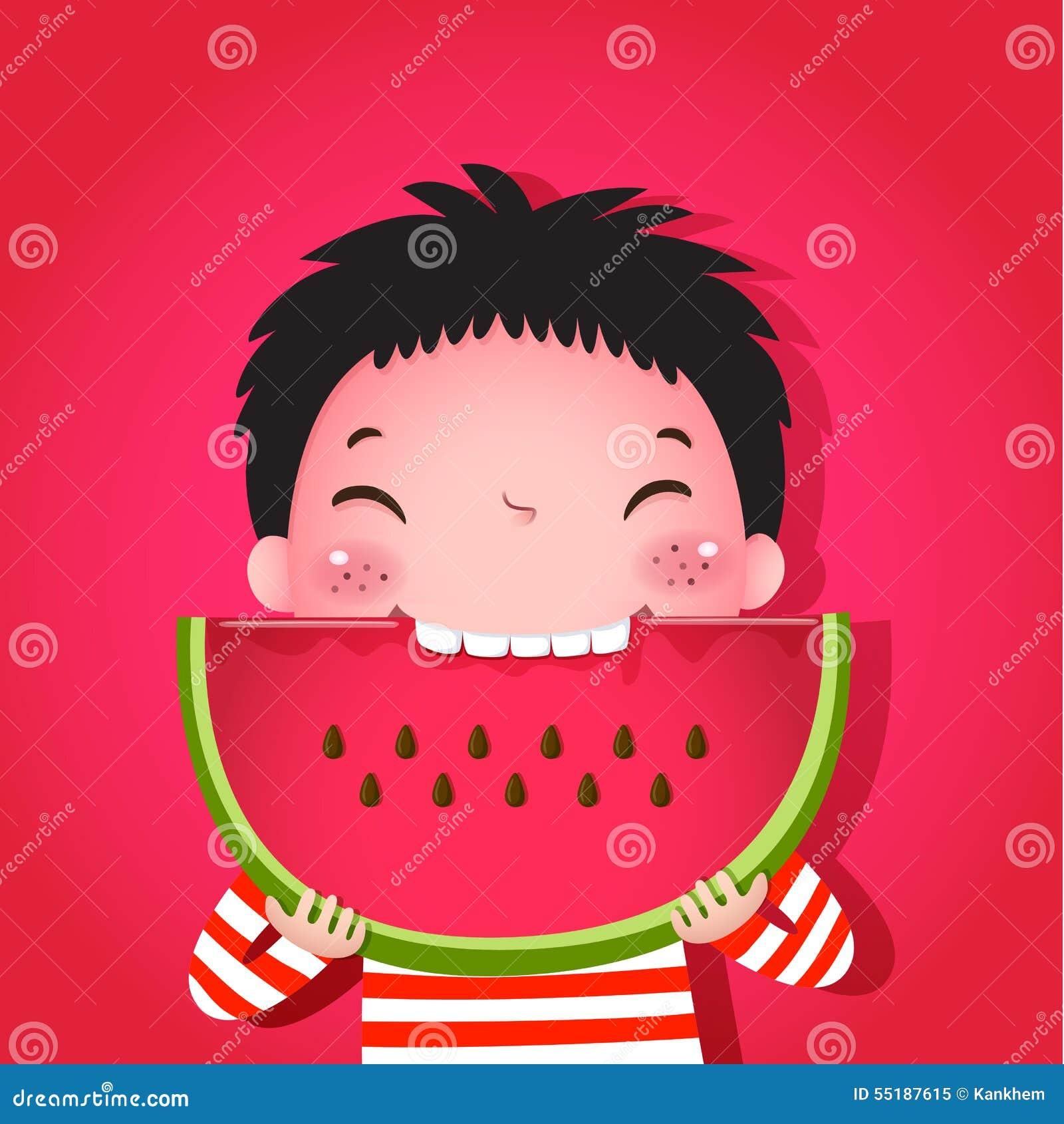 Garçon mignon mangeant la pastèque