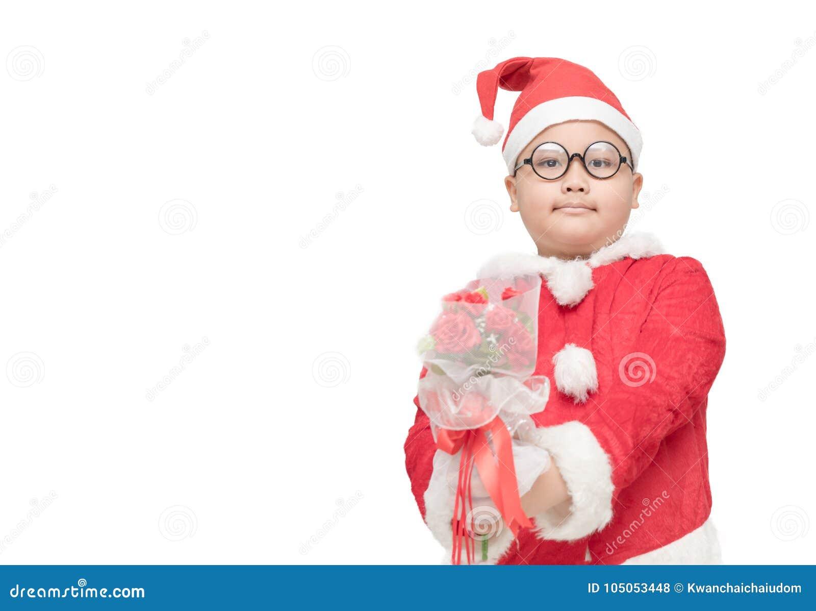 Garçon obèse en bouquet rose de participation de costume du père noël