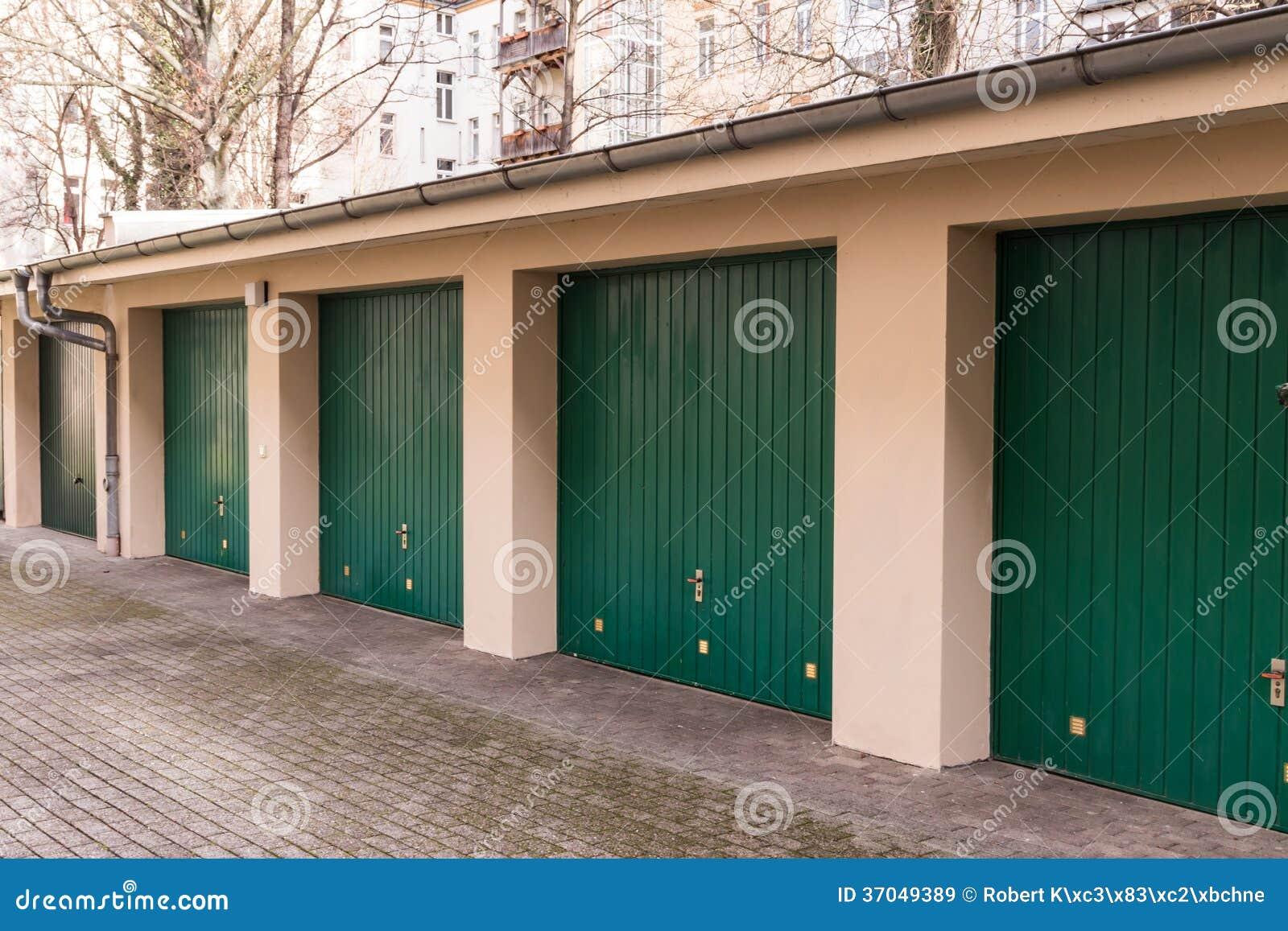 Garage immagine stock immagine di urbano garage cortile for Disegni di addizione garage