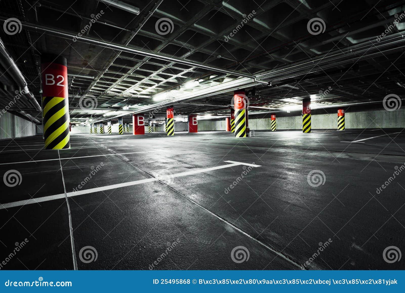 Garage di parcheggio architettura sotterranea fotografia stock