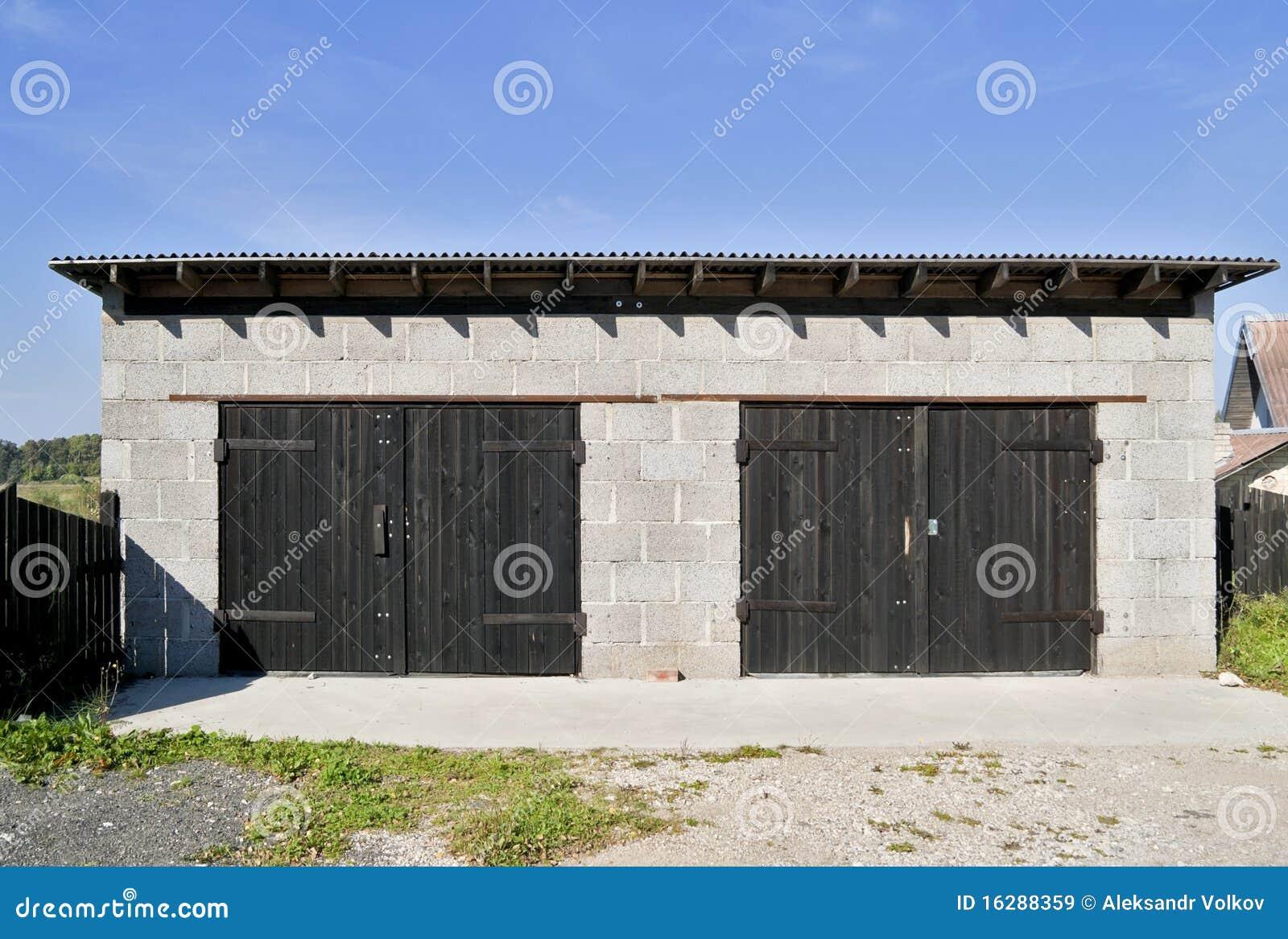 Garage rurale dai blocchetti delle scorie immagine stock for Laboratorio di garage domestico