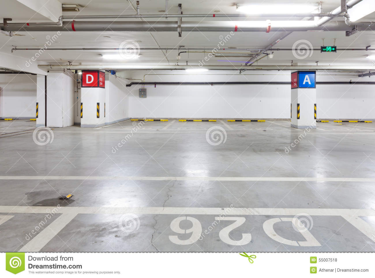Garage souterrain photo stock image du int rieur place for Interieur garage