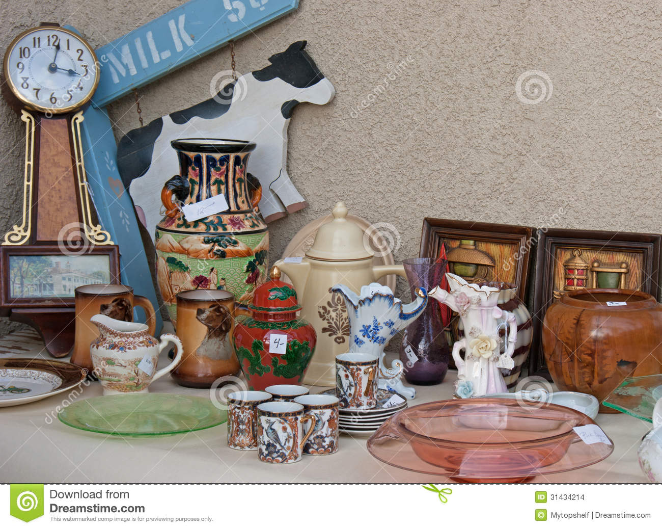 Garage Yard Estate Sale Display Space For Sign Stock Images Image 31434214