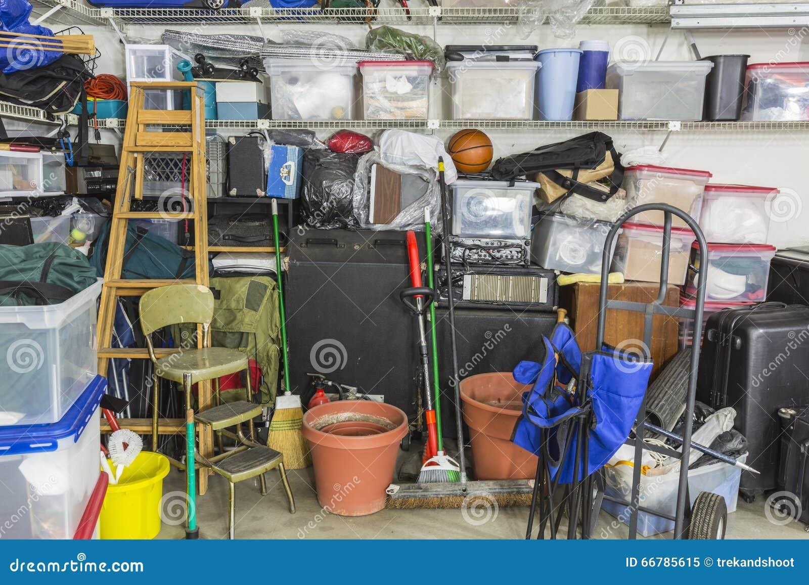 Garagem enchida armazenamento