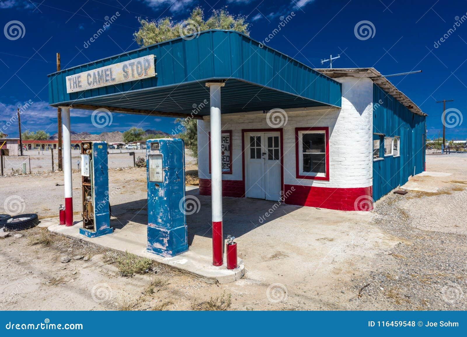 Garaje Y Gasolinera Abandonados En El Sudoeste Americano Que Es Una Parada Del Camello Quartzsite Cuarcita Ruta Foto De Archivo Editorial Imagen De Parada Cuarcita 116459548