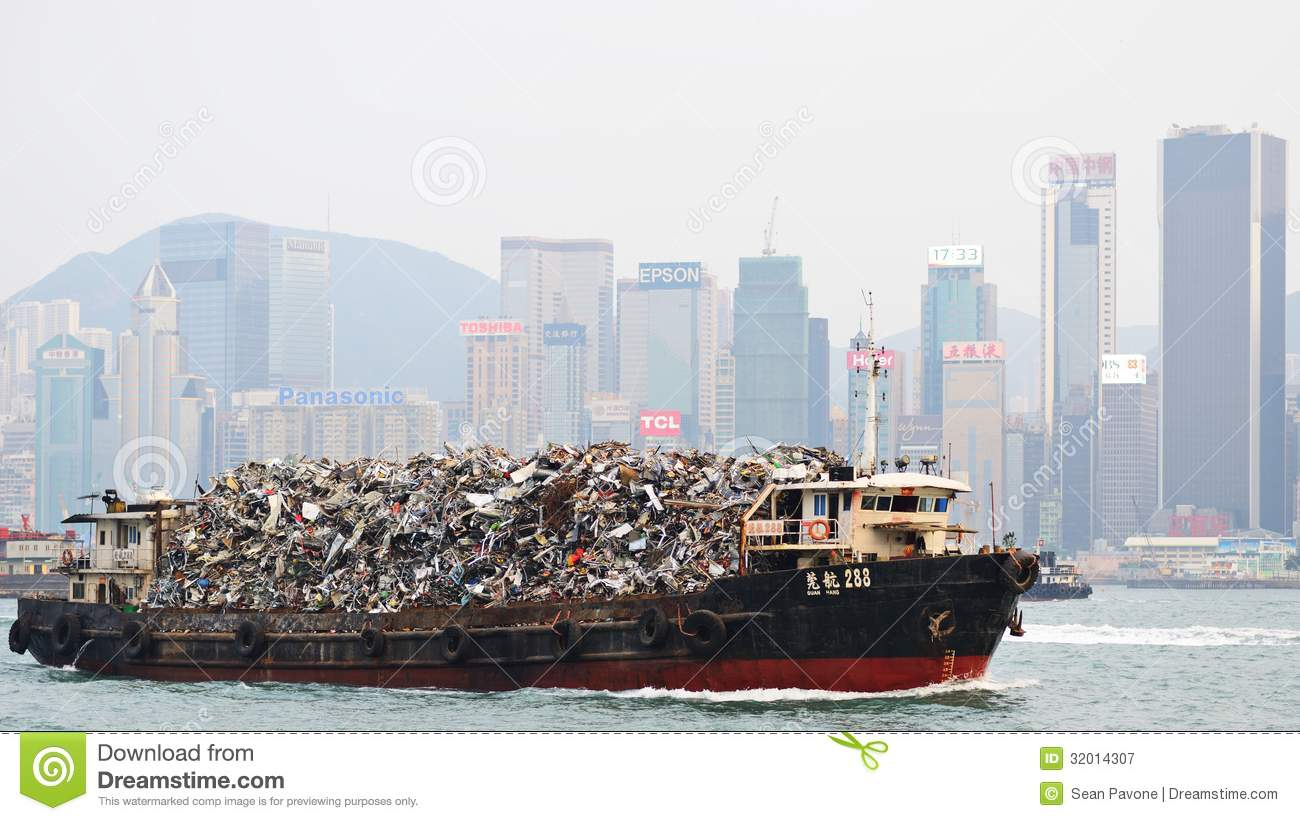 Garbage Boat Editorial Photography - Image: 32014307