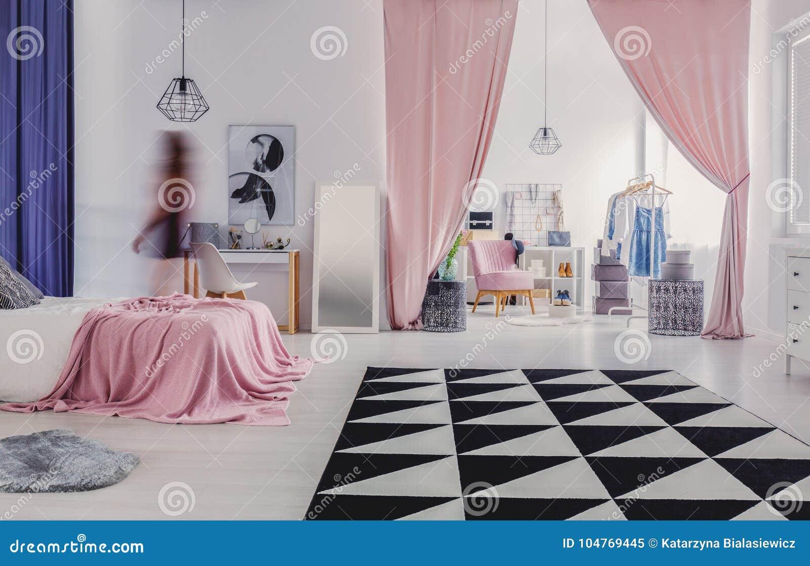 Garderobe aan slaapkamer wordt verbonden die