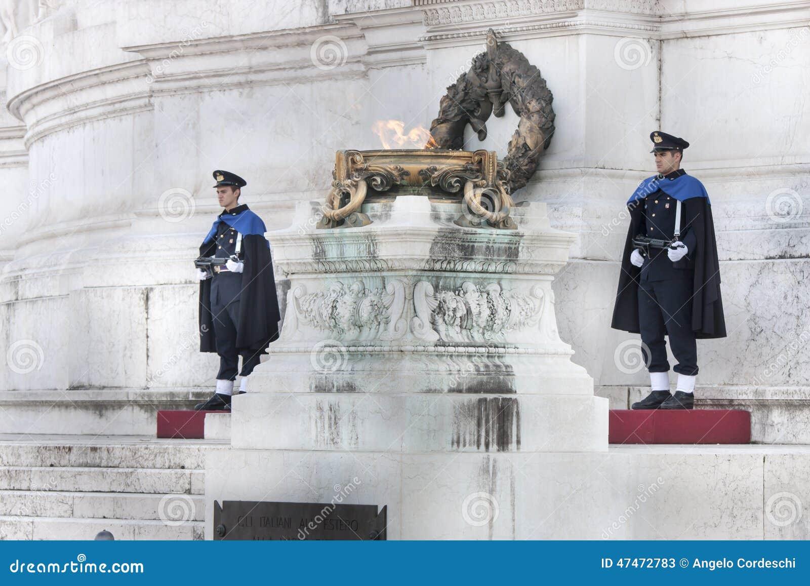 Gardez Ceremonial Altar de la patrie à Rome (victorien) avec le fusil