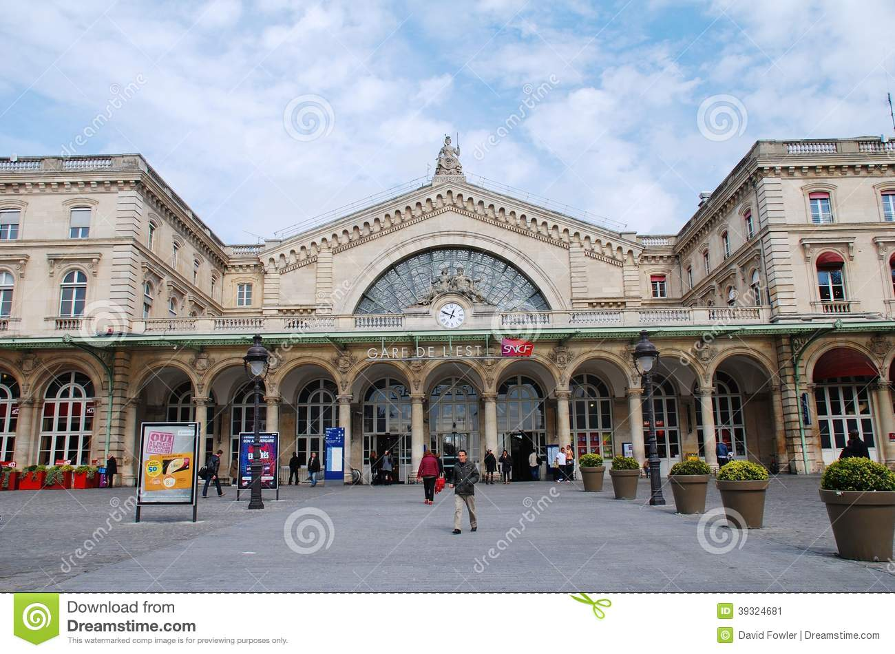 gare de l 39 est paris photo ditorial image 39324681. Black Bedroom Furniture Sets. Home Design Ideas