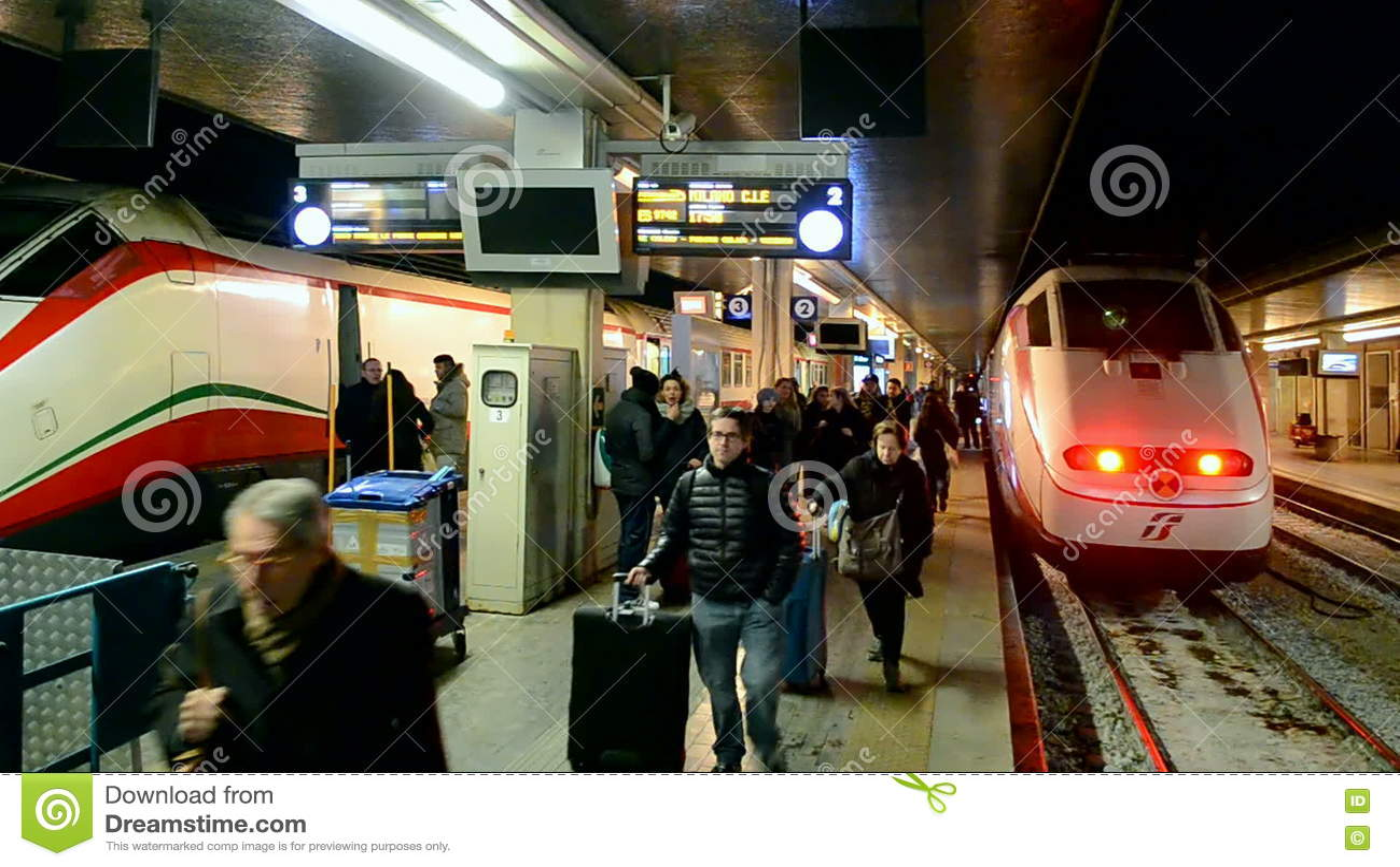 Gare Ferroviaire De Venezia Santa Lucia, Venise, Italie Clips Vidéos ...