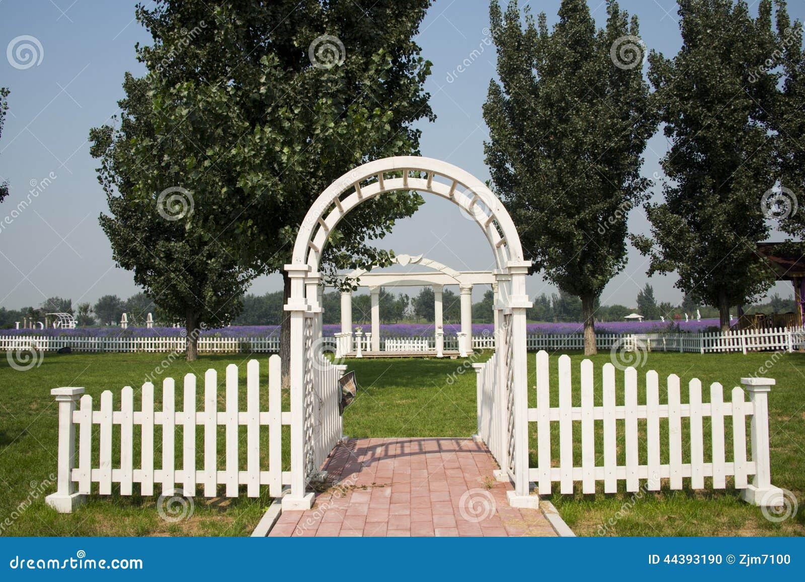 Barriere de jardin blanche id es de design maison et for Porte barriere jardin