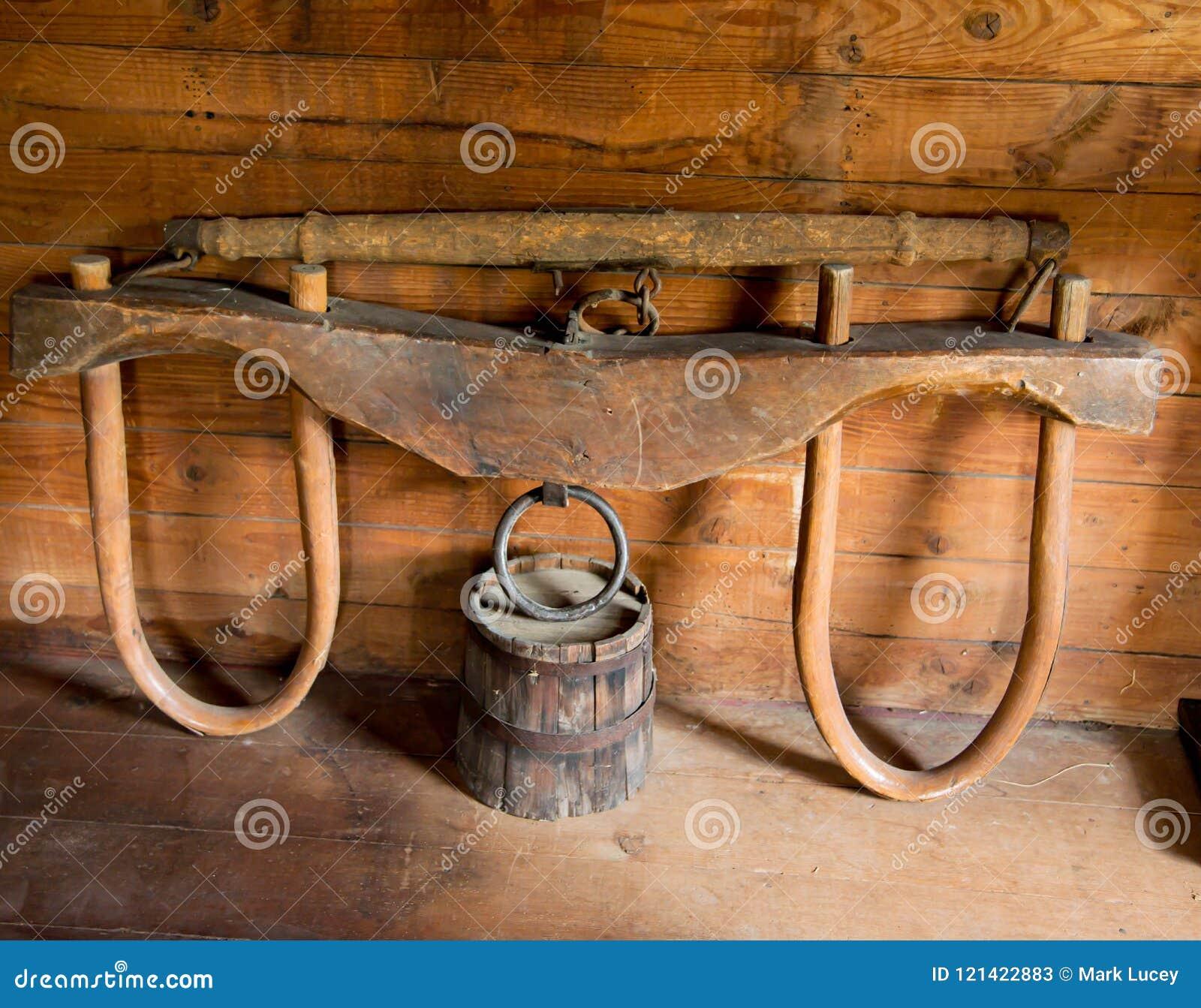 Garfo velho dos bois no celeiro