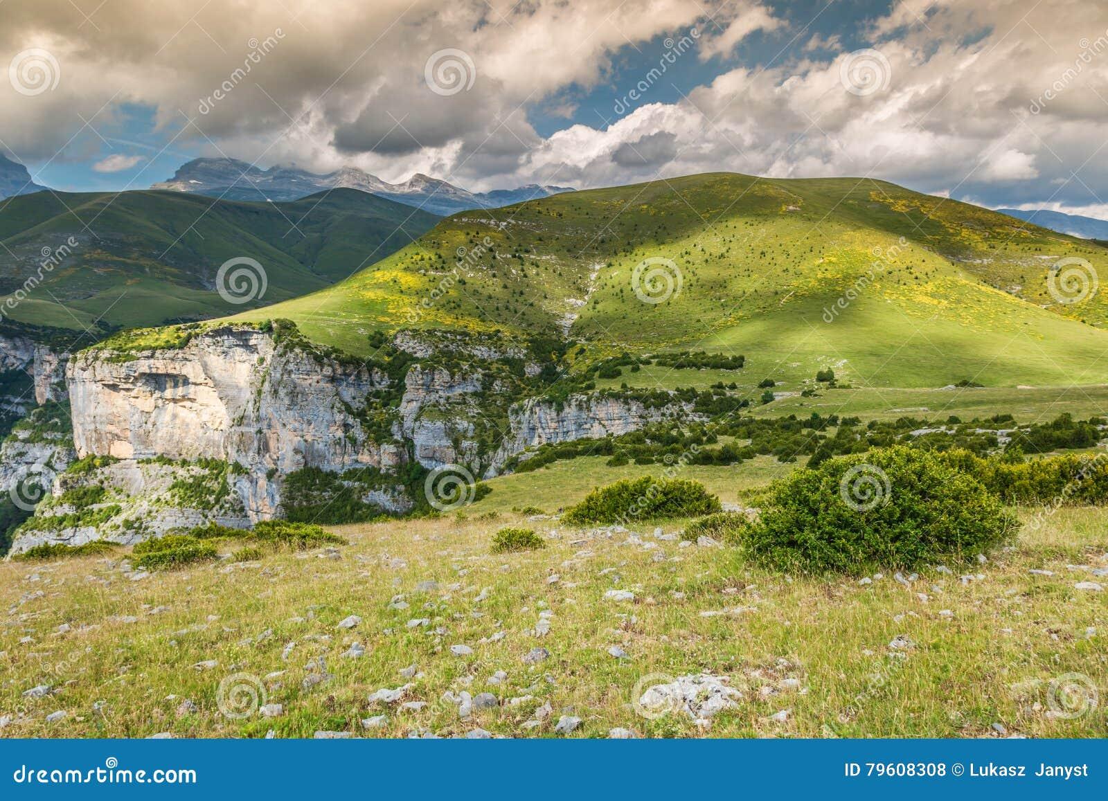 Garganta de Anisclo em Parque Nacional Ordesa y Monte Perdido, termas