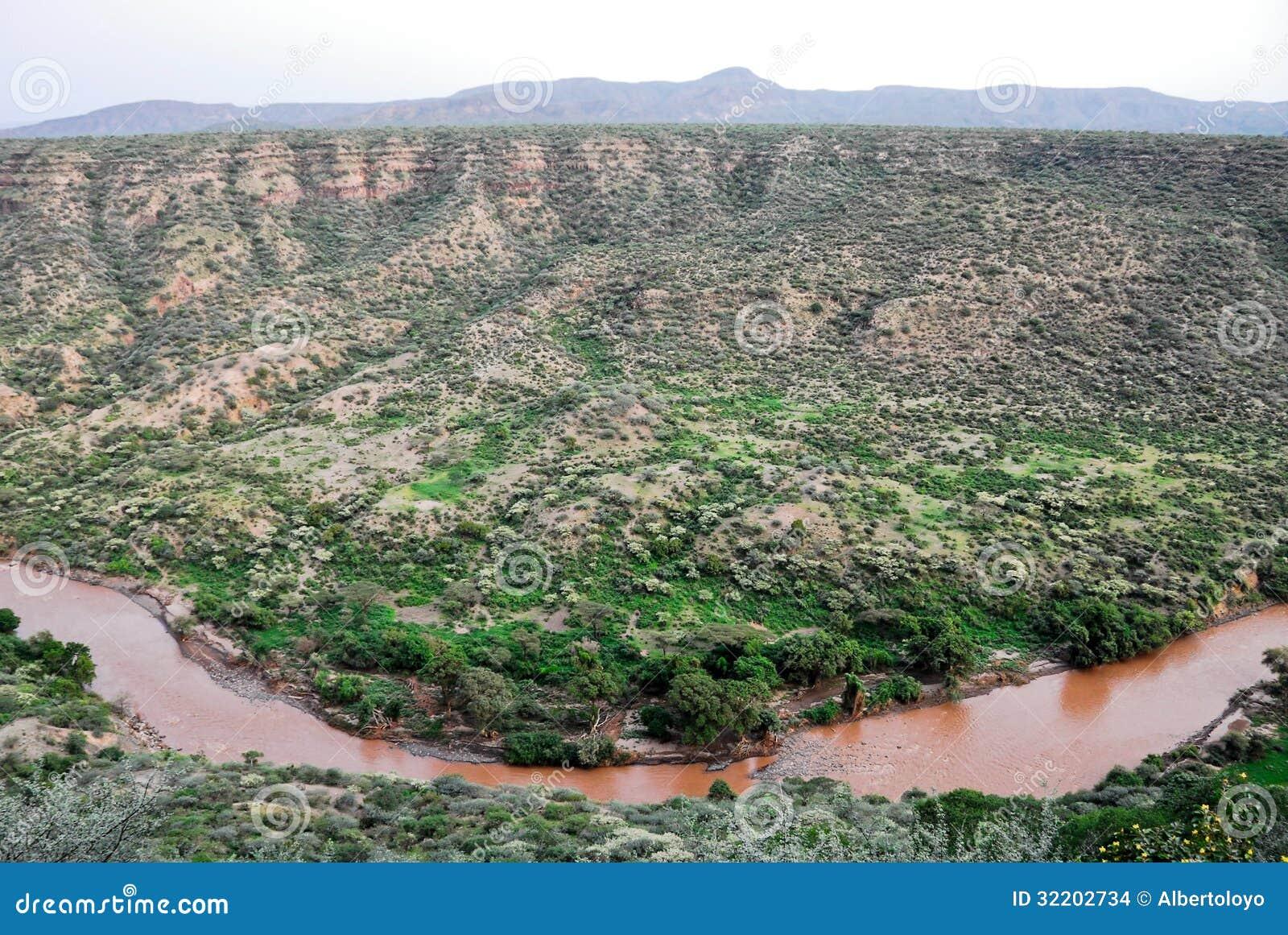 Garganta no parque nacional inundado (Etiópia)