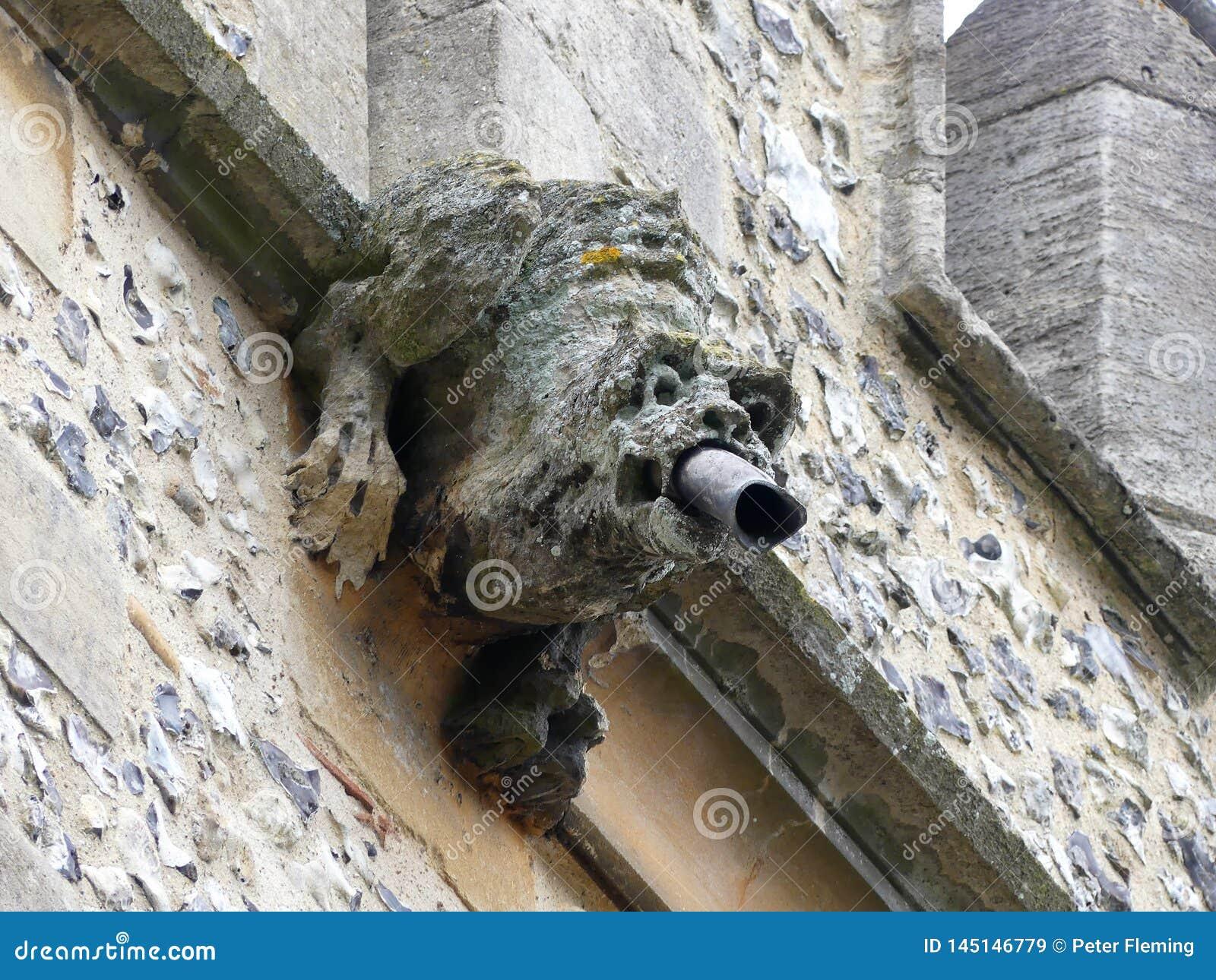 Gargouille sur la tour de l église de St Michael de l Angleterre, Chenies