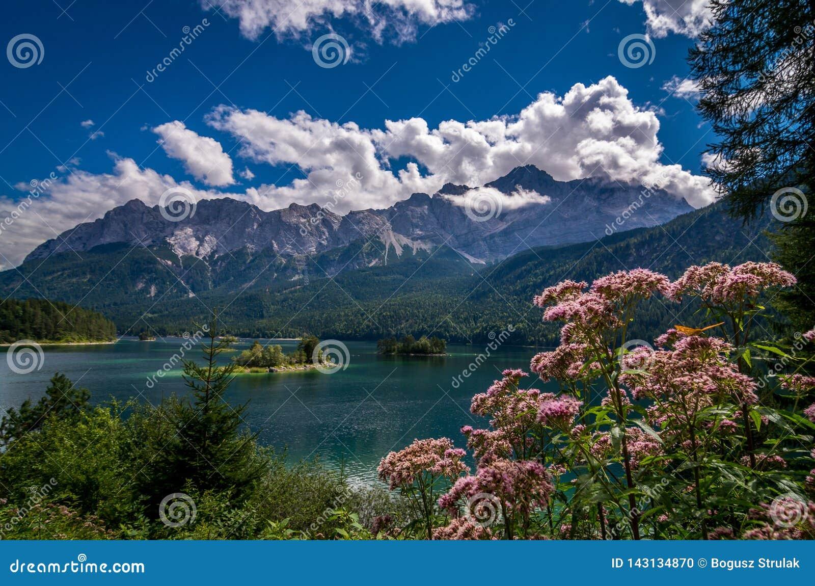 Garmisch-Partenkirchen - sikt till sjön Eib, Bayern, Tyskland