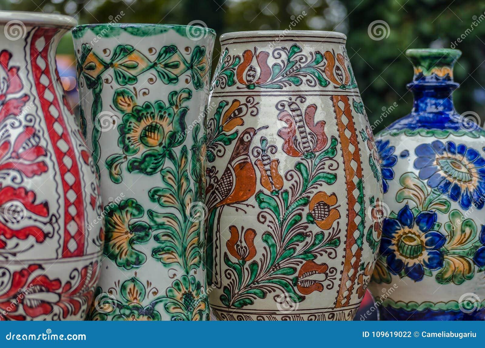 Garncarstwo od Rumuńskiego Corund ceramics, Transylvania