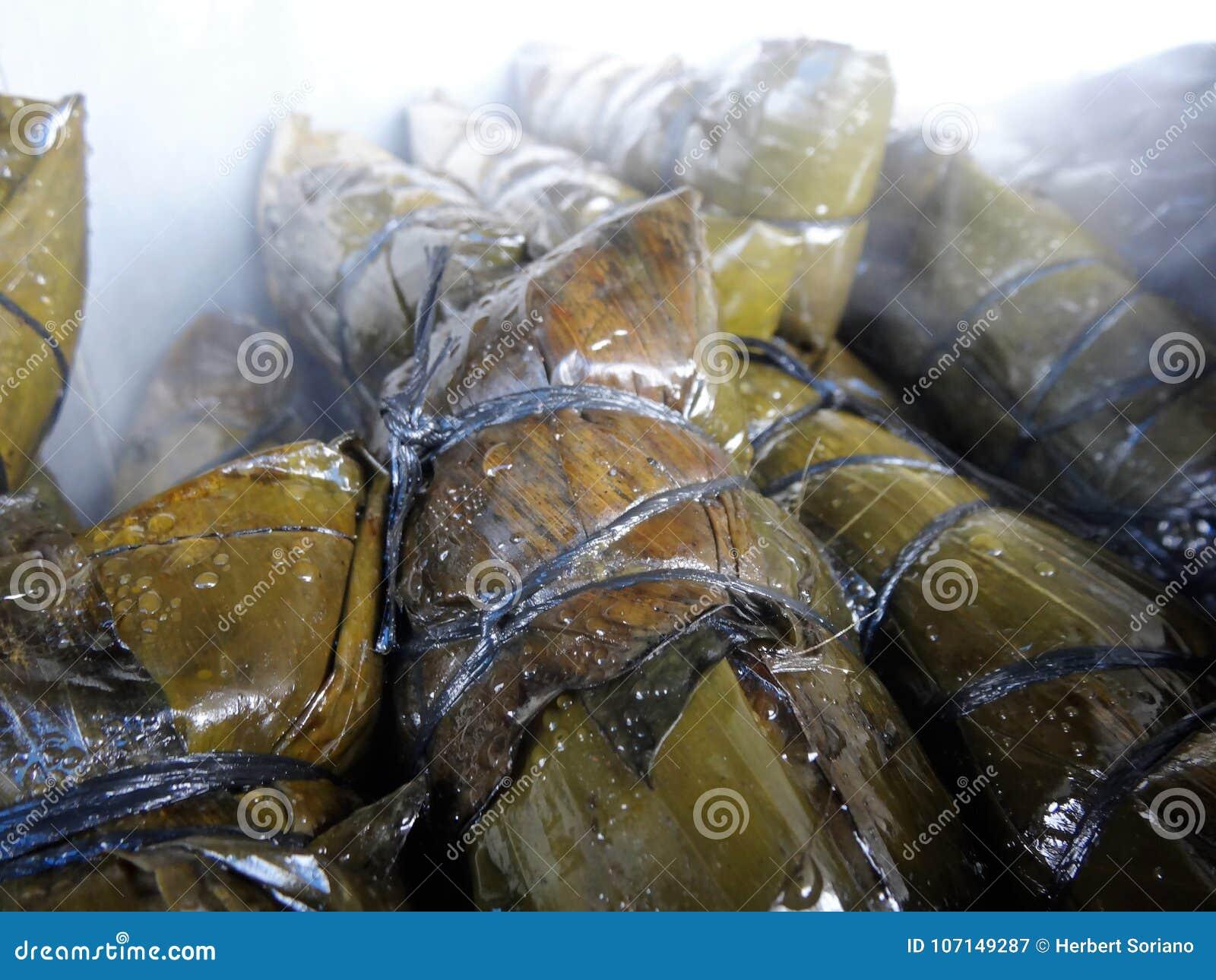 Garnek gorący tamales w Honduras rynku