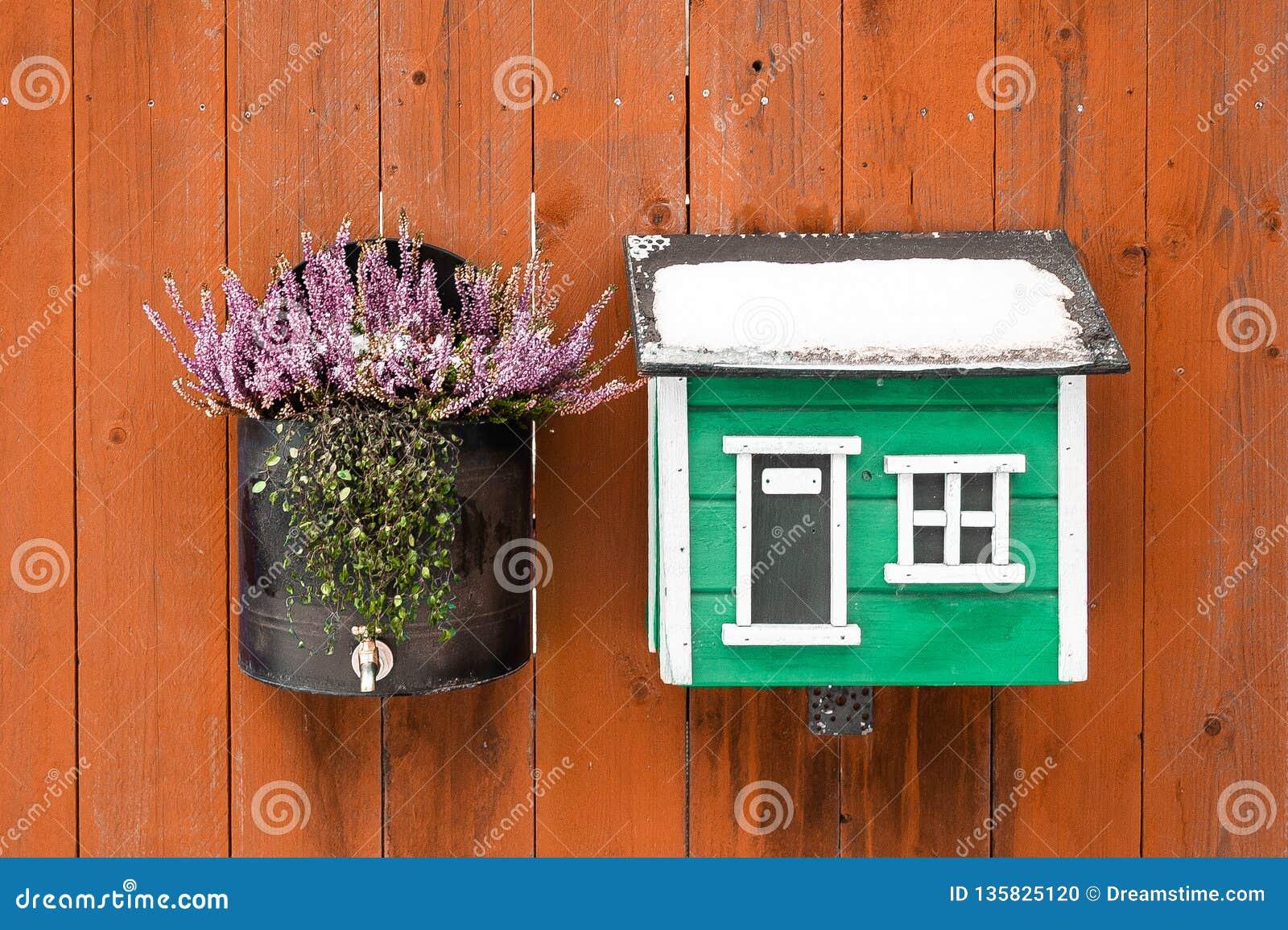 Garnering av huset med blommor