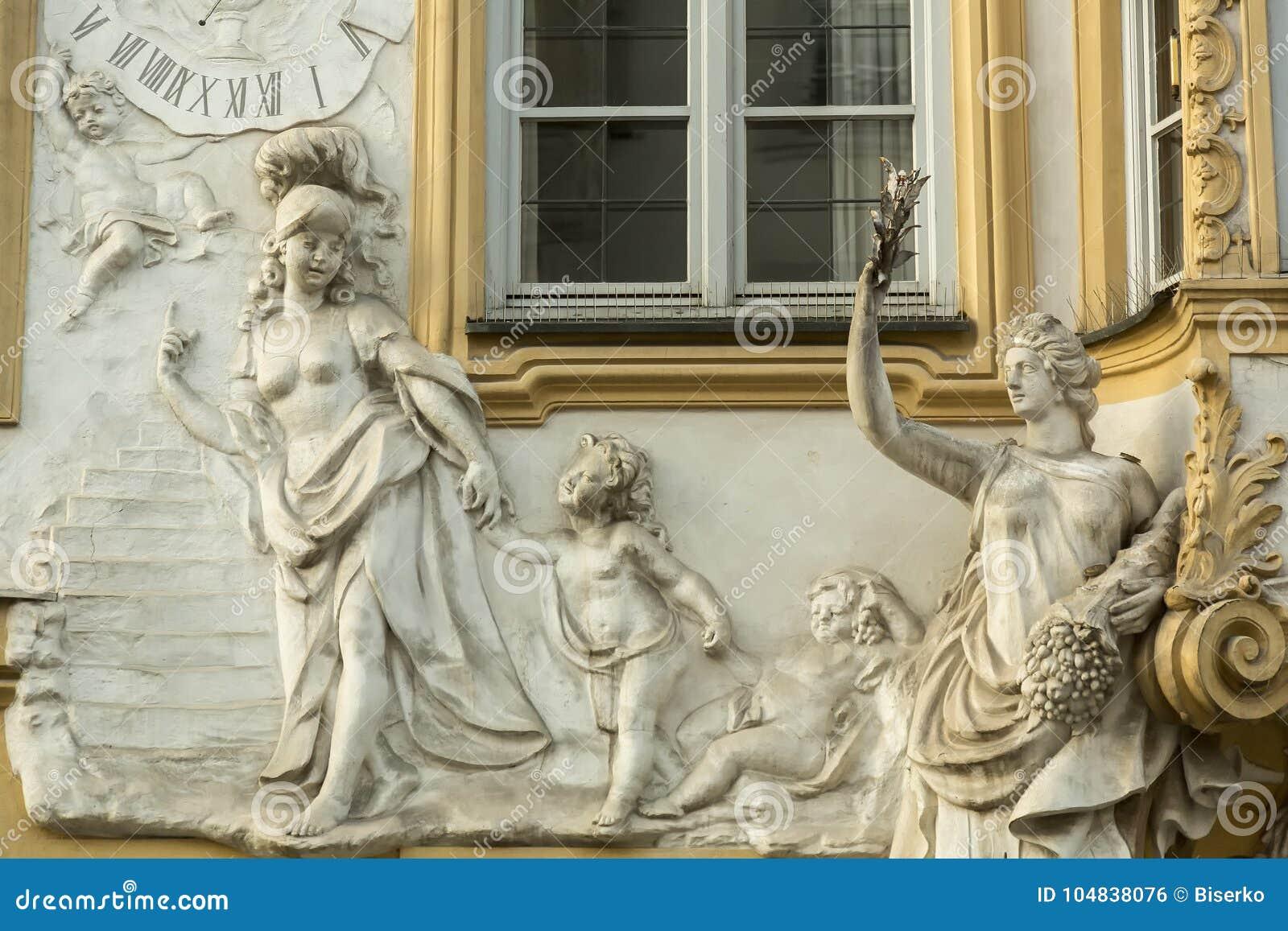 Garnering på fasaden av den gamla villan