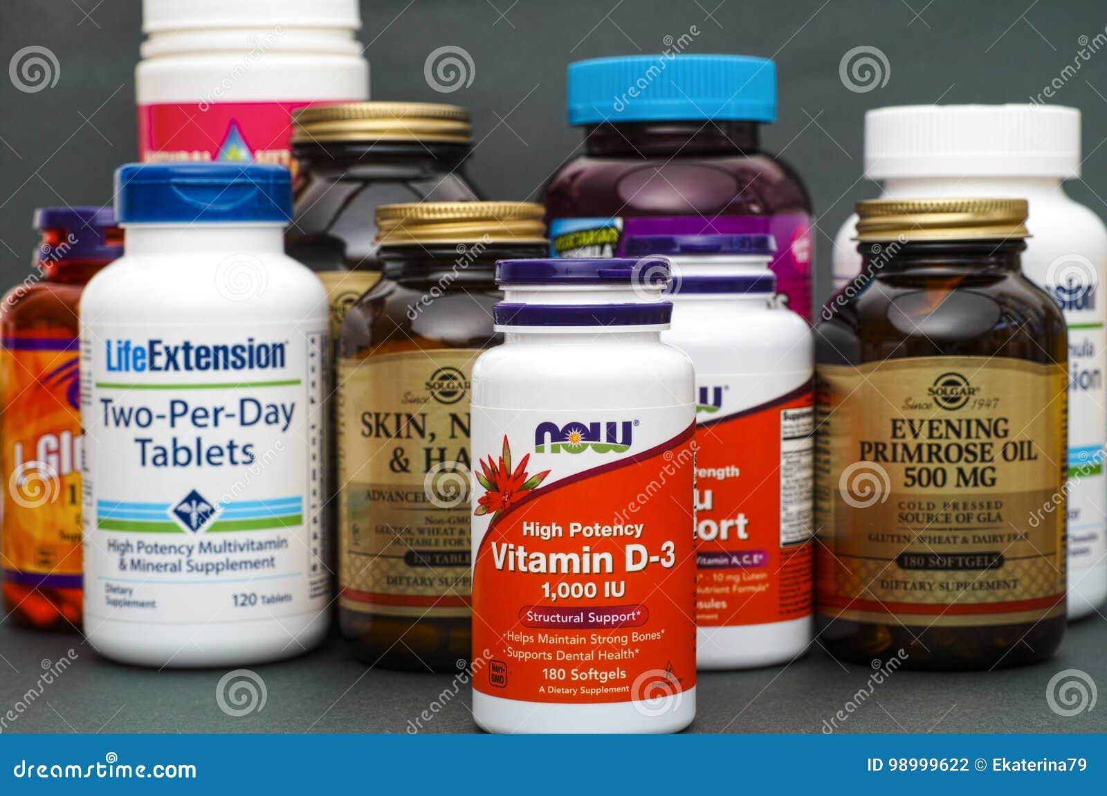 Garrafa com vitamina D3 até agora e algumas garrafas com supl. dietético