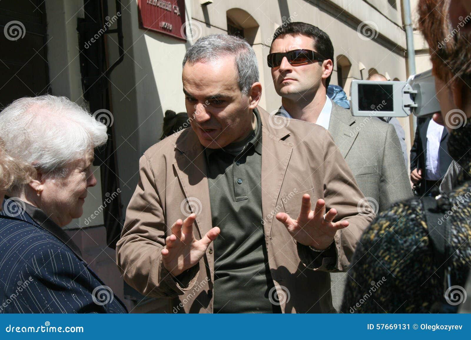 Garry Kasparov Khodorkovskaya i Marina matka Mikhail Khodorkovsky blisko budynku Hamovnichesky sąd