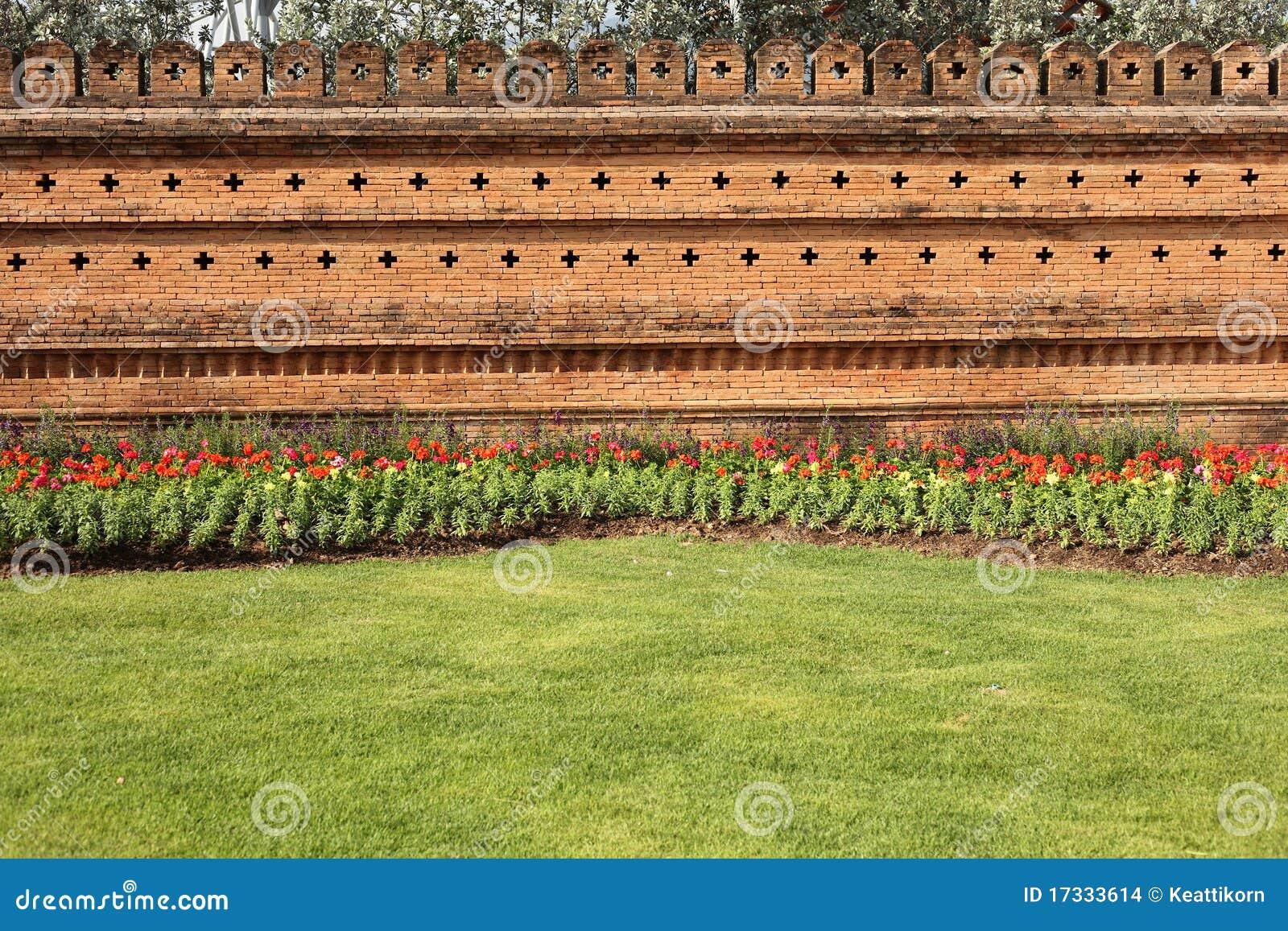 Garten backsteinmauer stockfoto bild von geb ude - Backsteinmauer im garten ...