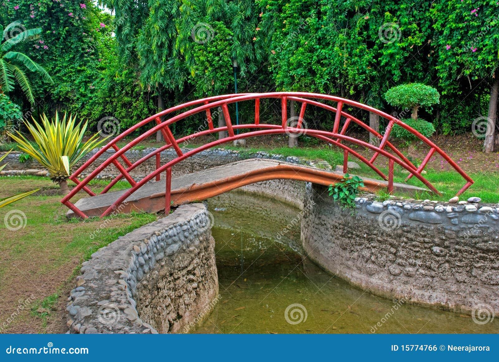 Garten Brücke Stockfoto Bild Von Prachtvoll Ruhig Konkret 15774766