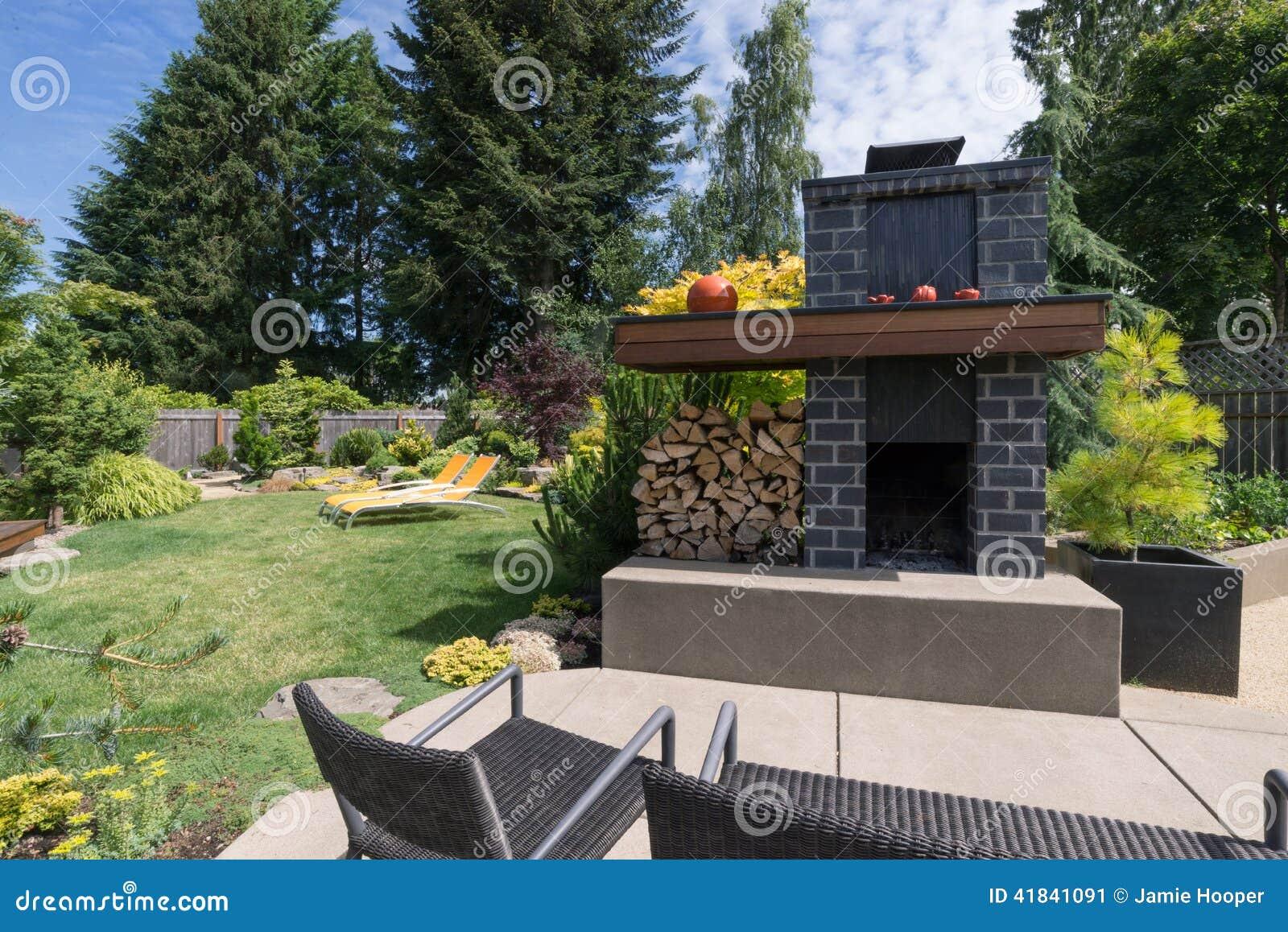 Garten Kamin Stockbild Bild Von Kamin Garten 41841091