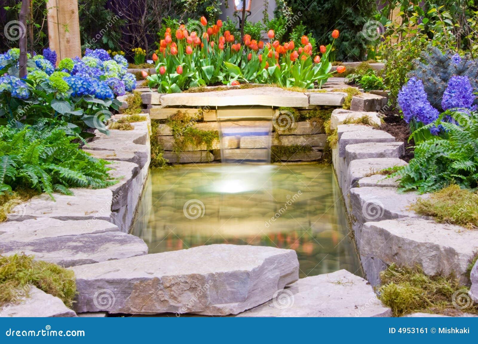 Garten und wasserfall stockbild bild von auszug wunsch - Garten wasserfall ...