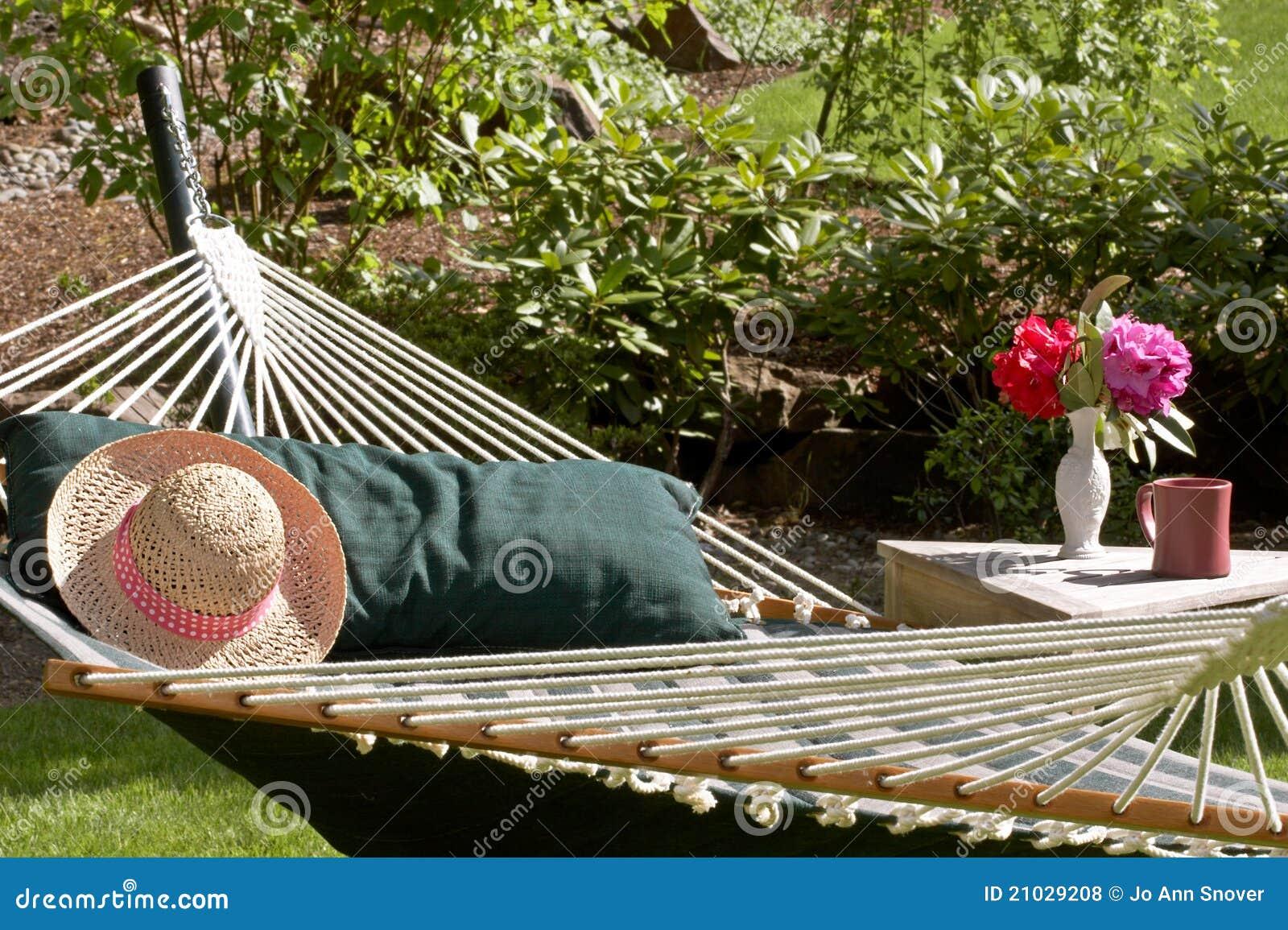 Gartenhangematte Stockfoto Bild Von Becher Grun Kissen 21029208