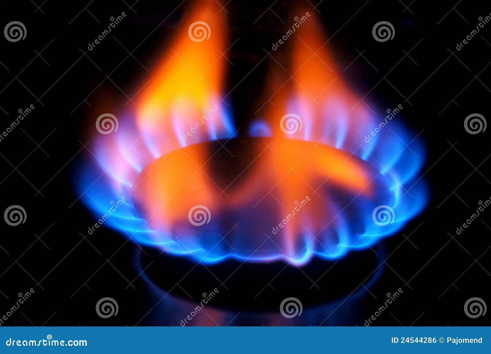 Почему природный газ горит красным пламенем
